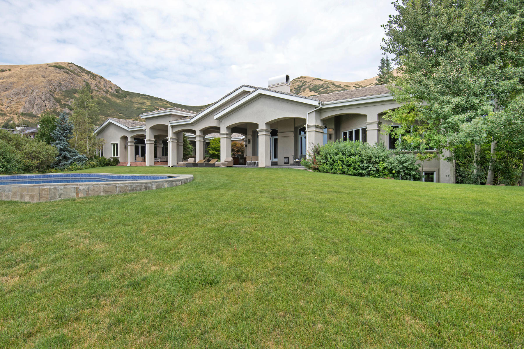Additional photo for property listing at Stunning Remodel of a Classic Estate 378 E Capitol Oaks Ln Salt Lake City, Utah 84102 United States