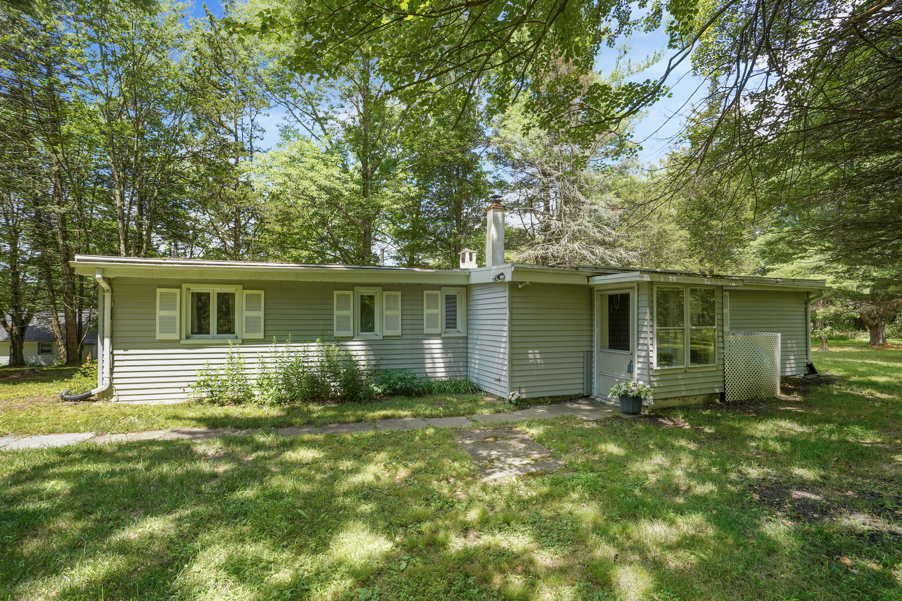 Single Family Homes for Sale at Lovely Ranch on 3-Acres 16 Hill Road, Montague, New Jersey 07827 United States