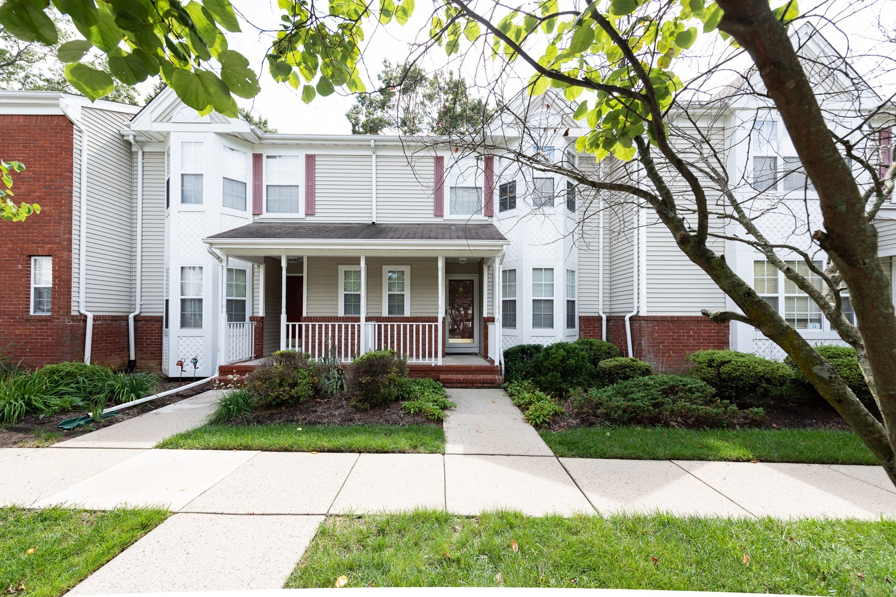 townhouses pour l Vente à 35 Lexington Court N035 Holmdel, New Jersey 07733 États-Unis