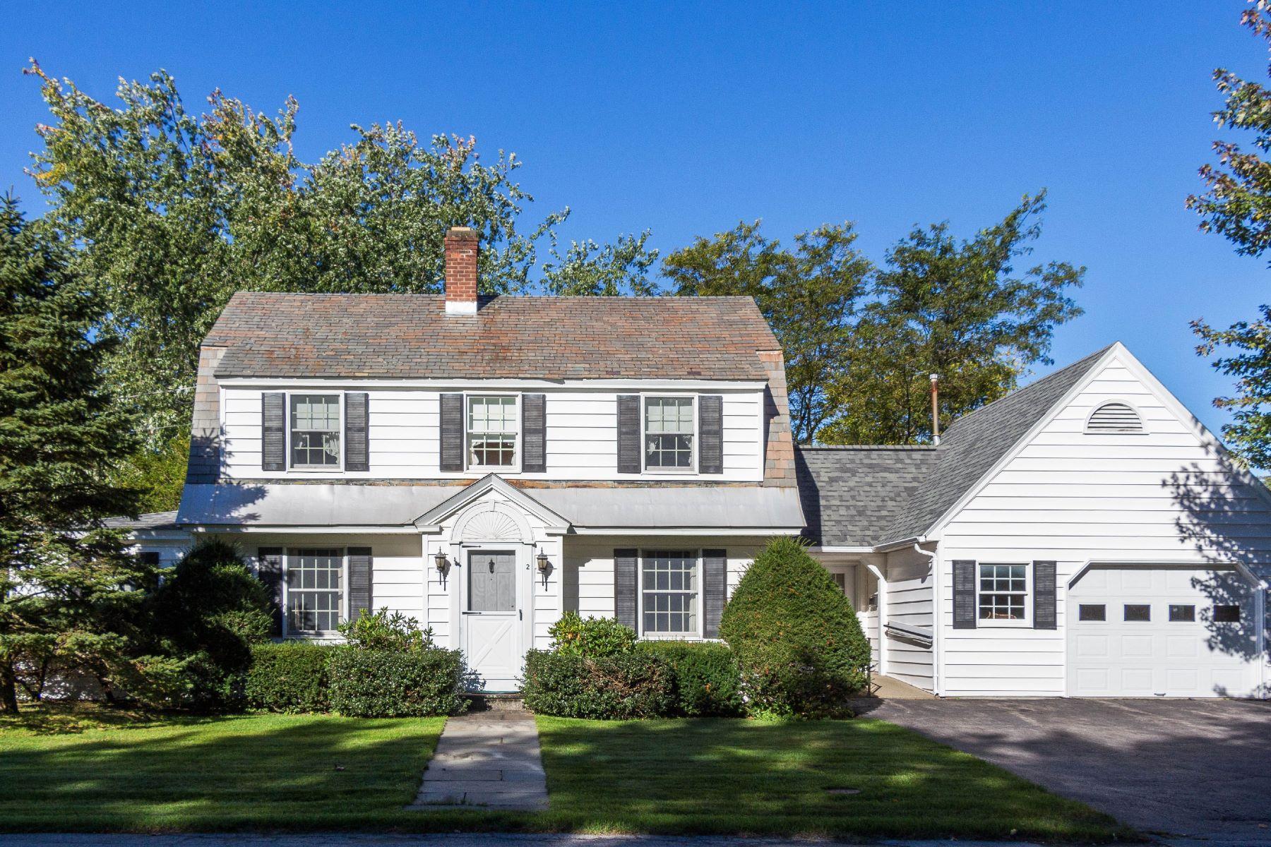 Single Family Homes för Försäljning vid Adorable Center Hall Colonial in Glens Falls 2 Potter St, Glens Falls, New York 12801 Förenta staterna