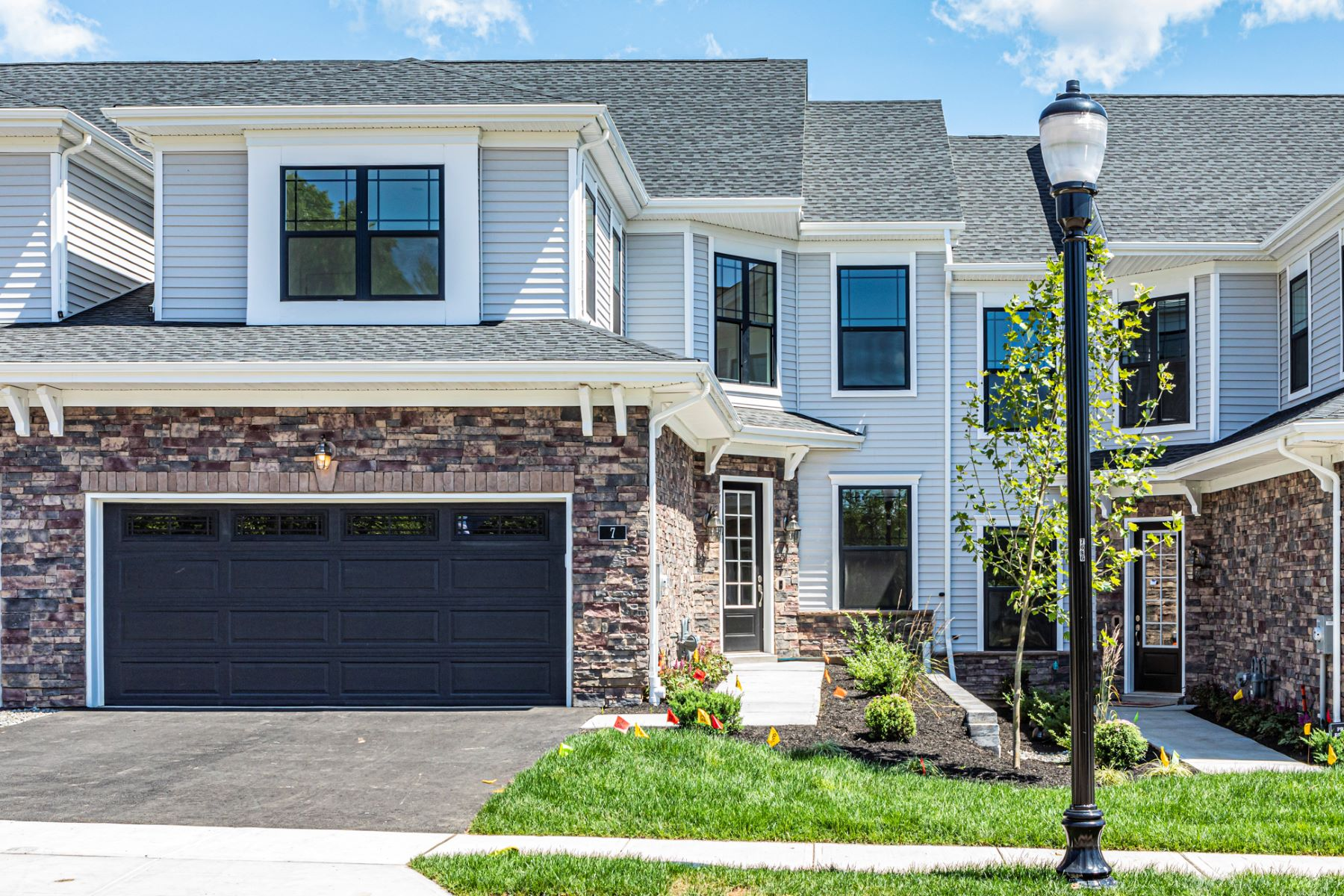 townhouses para Venda às Ease Into Luxury at Cobblestone Creek 15 Dogleg Lane, Lawrenceville, Nova Jersey 08648 Estados Unidos