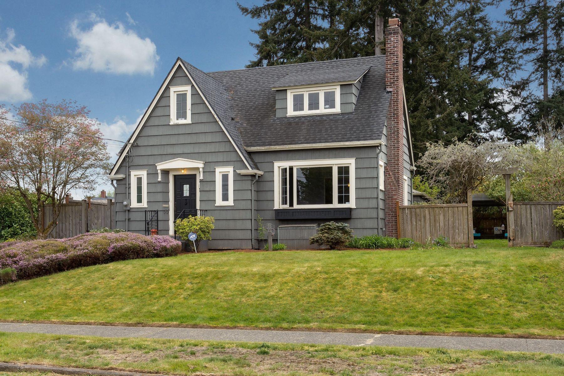 独户住宅 为 销售 在 Tacoma Northend Tudor 4614 N 33rd St 塔克马港市, 华盛顿州 98407 美国