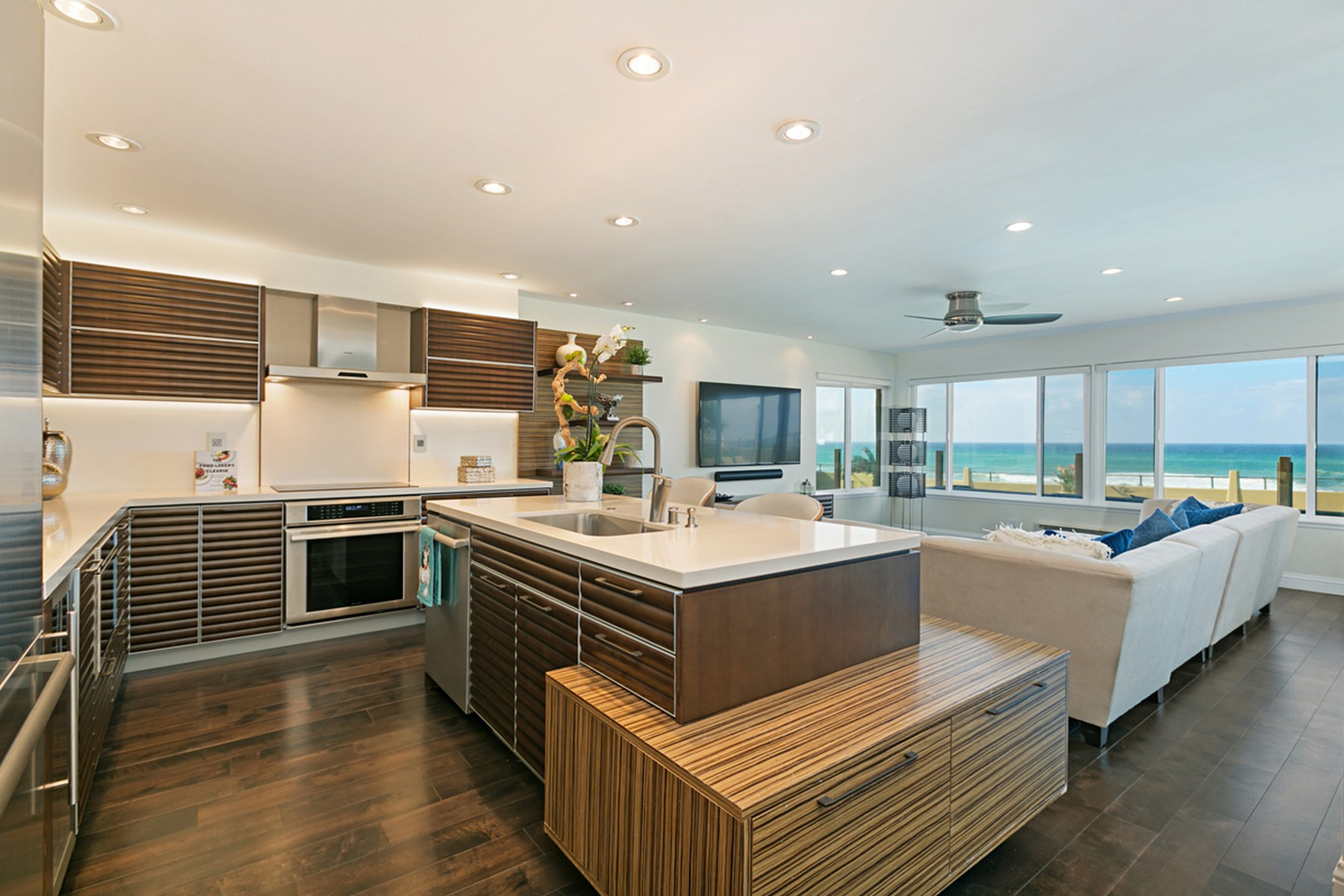 Condominium for Active at 753 Beachfront Dr, Unit A 753 Beachfront Dr, Unit A Solana Beach, California 92075 United States