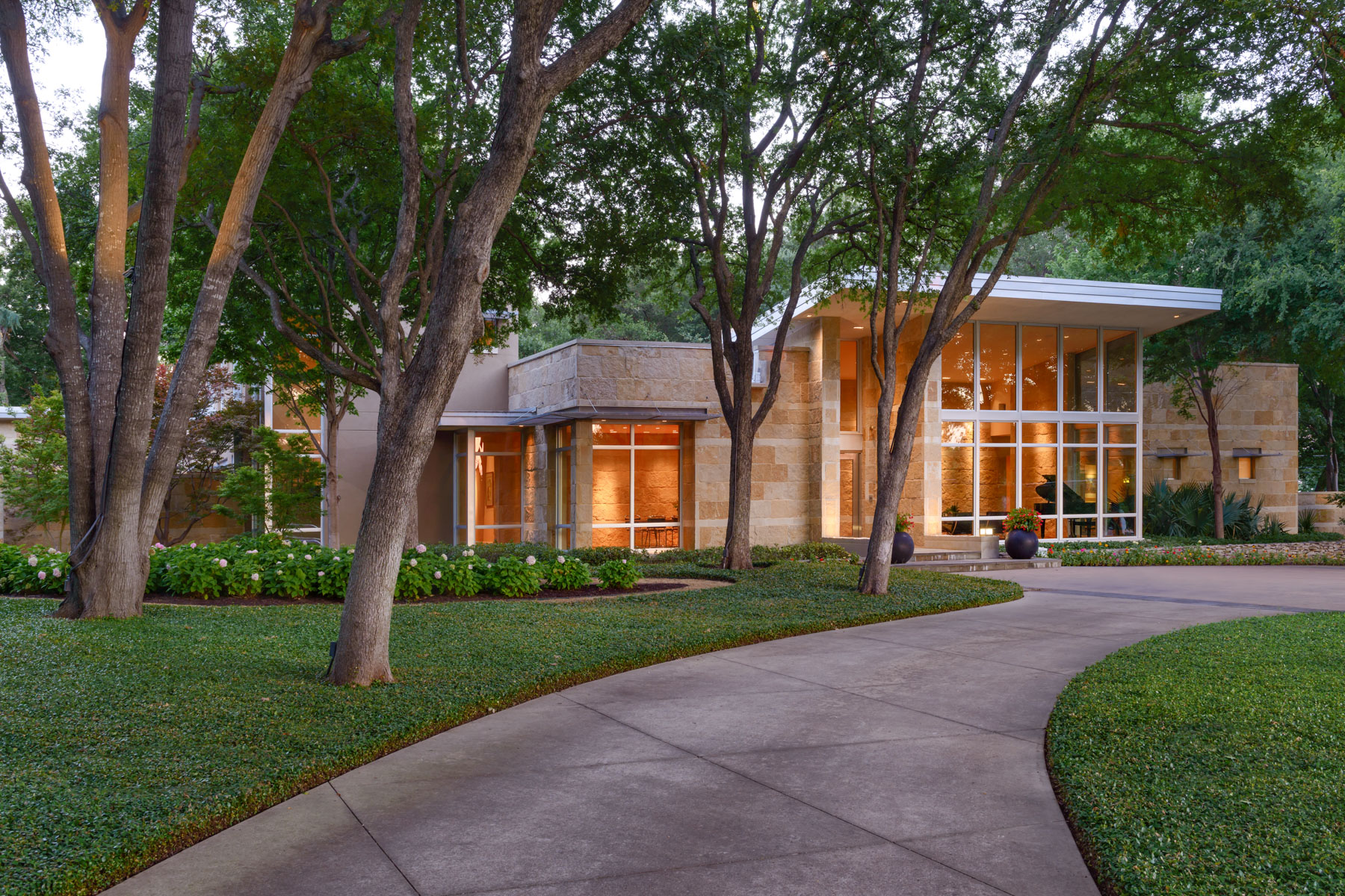Single Family Homes 용 매매 에 Incomparable Texas Contemporary on Breathtaking 1.58 Acre (tax) Bluffview Lot 5006 Shadywood Lane, Dallas, 텍사스 75209 미국