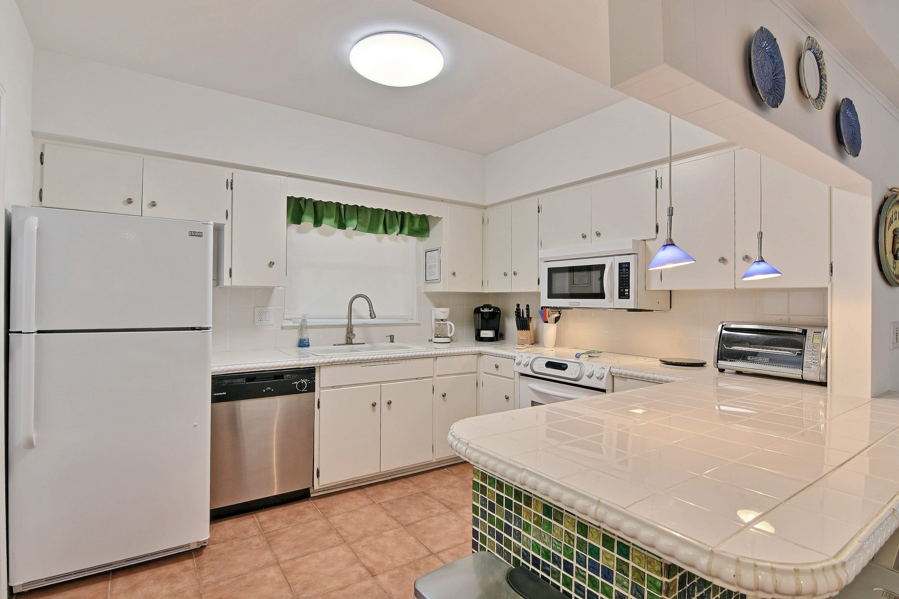 Additional photo for property listing at Beach House 975 Beachcomber Lane Vero Beach, Florida 32963 United States