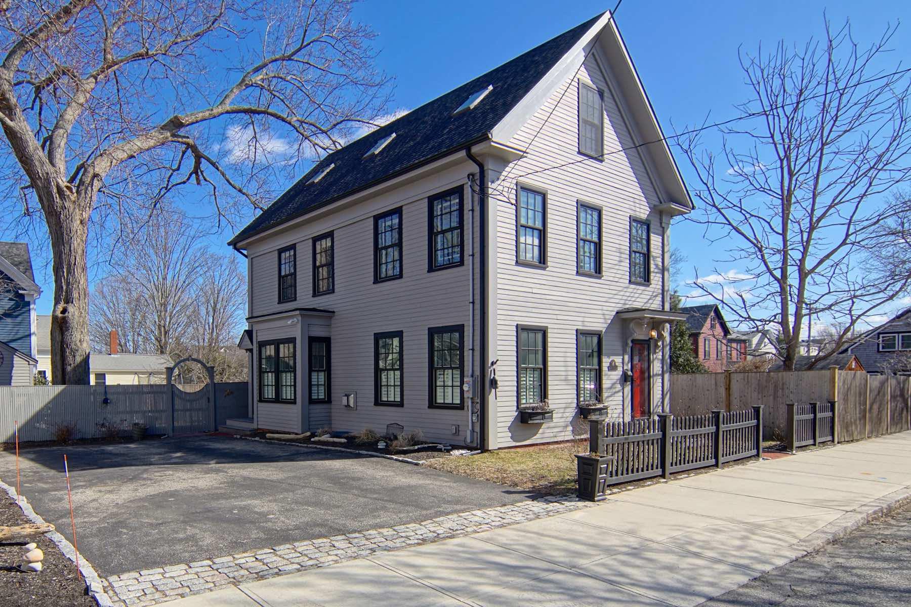 Single Family Homes 为 销售 在 4 Munroe St Newburyport, 马萨诸塞州 01950 美国