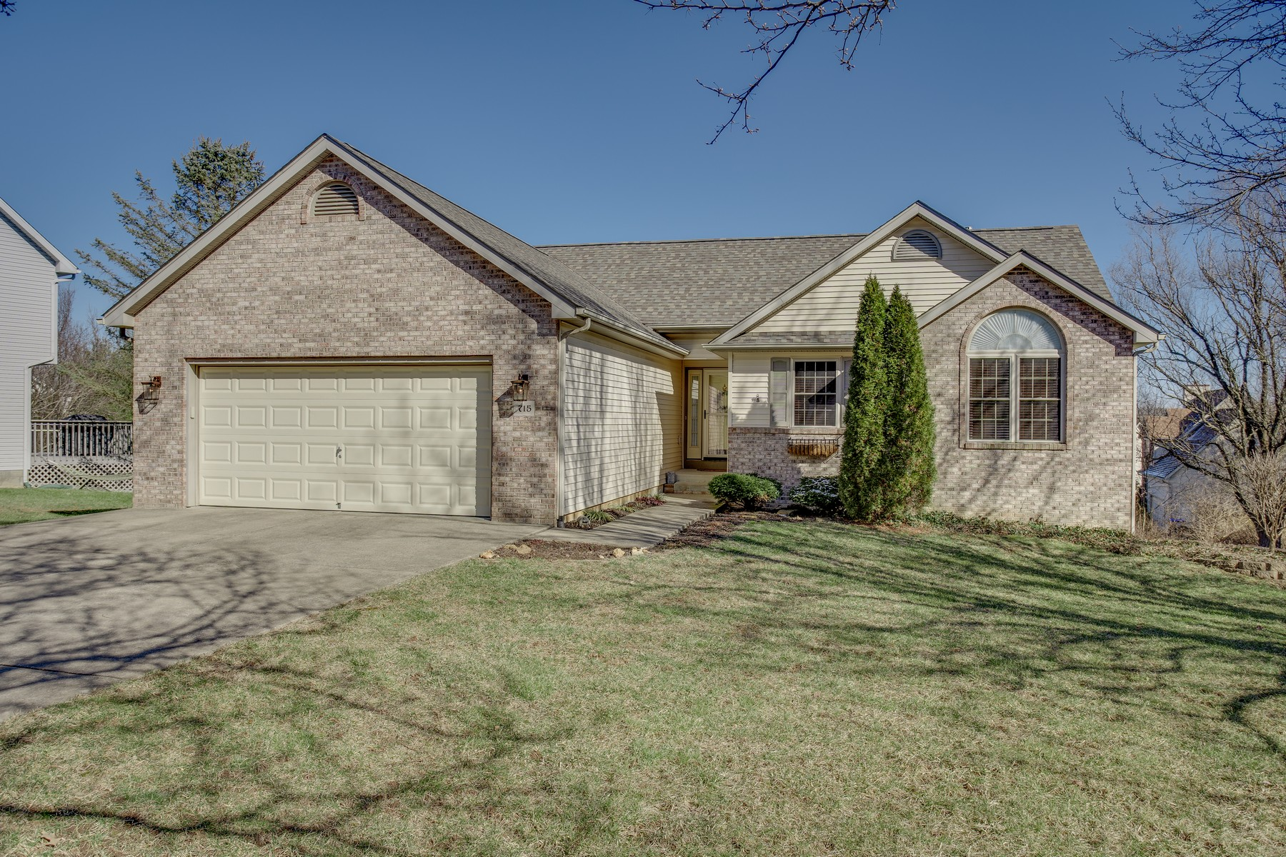 Single Family Homes のために 売買 アット Picture perfect and light filled ranch 715 W Glen Arbor Way, Bloomington, インディアナ 47403 アメリカ