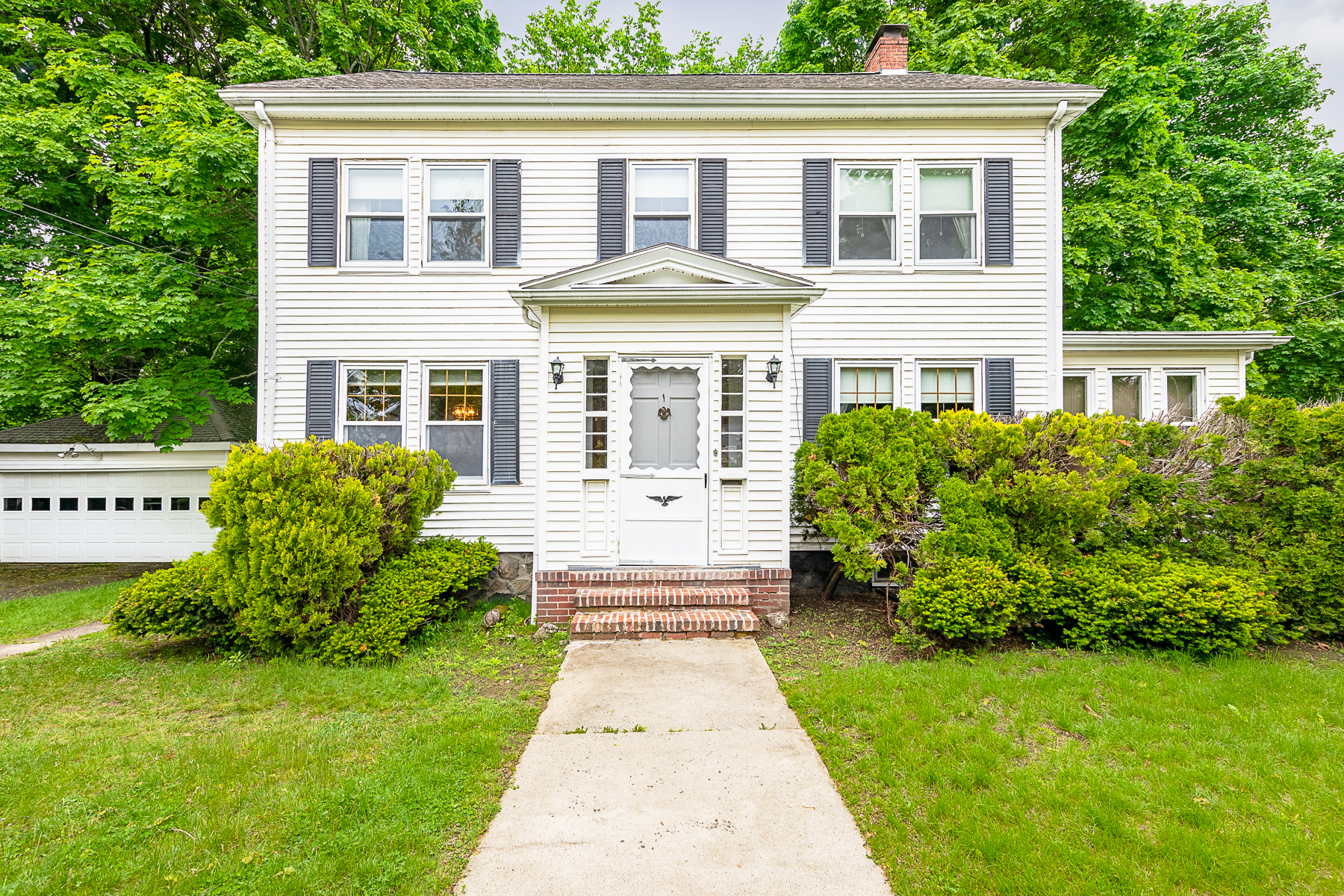 Single Family Homes for Active at Classic Center Entrance Colonial 5 Crosman Avenue Swampscott, Massachusetts 01907 United States