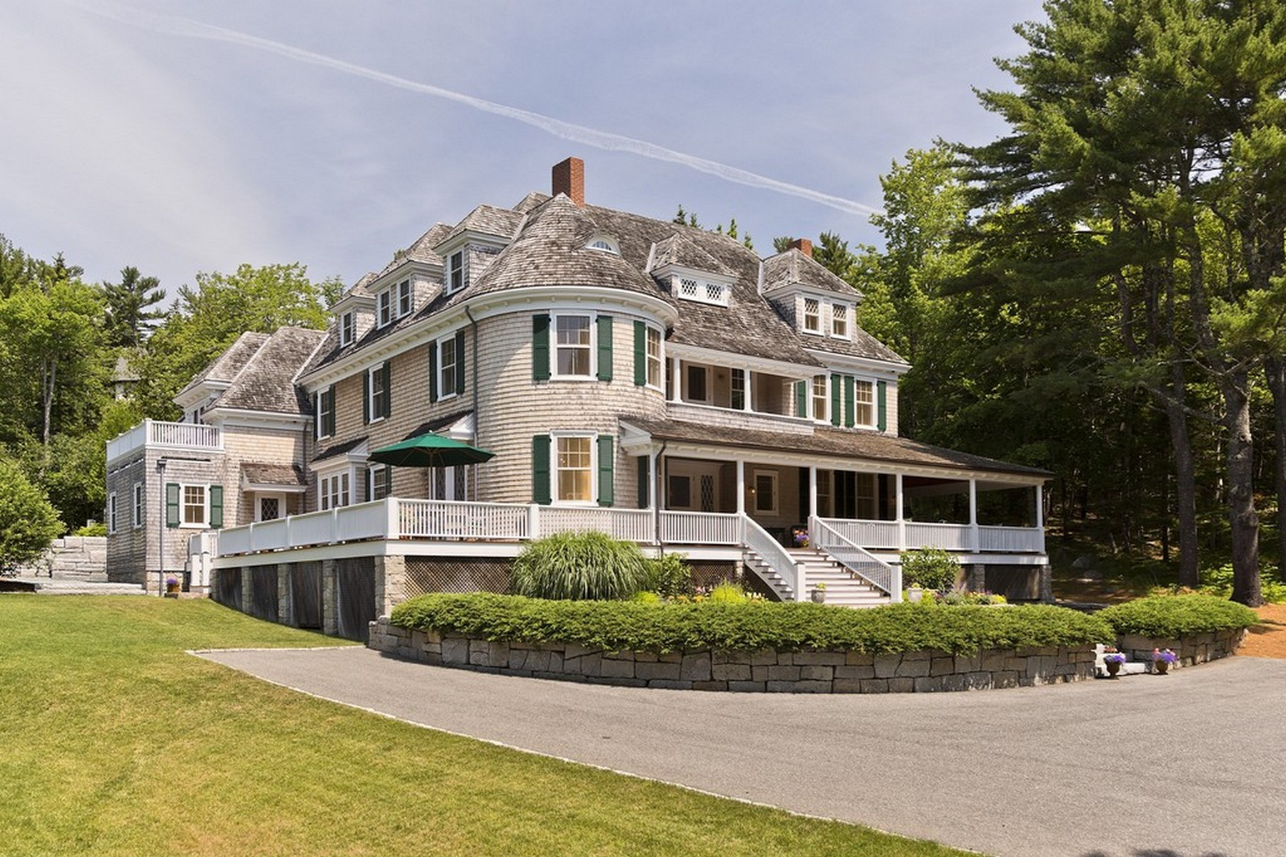 واحد منزل الأسرة للـ Sale في Gardencourt 28 Harborside Rd, Northeast Harbor, Maine, 04662 United States