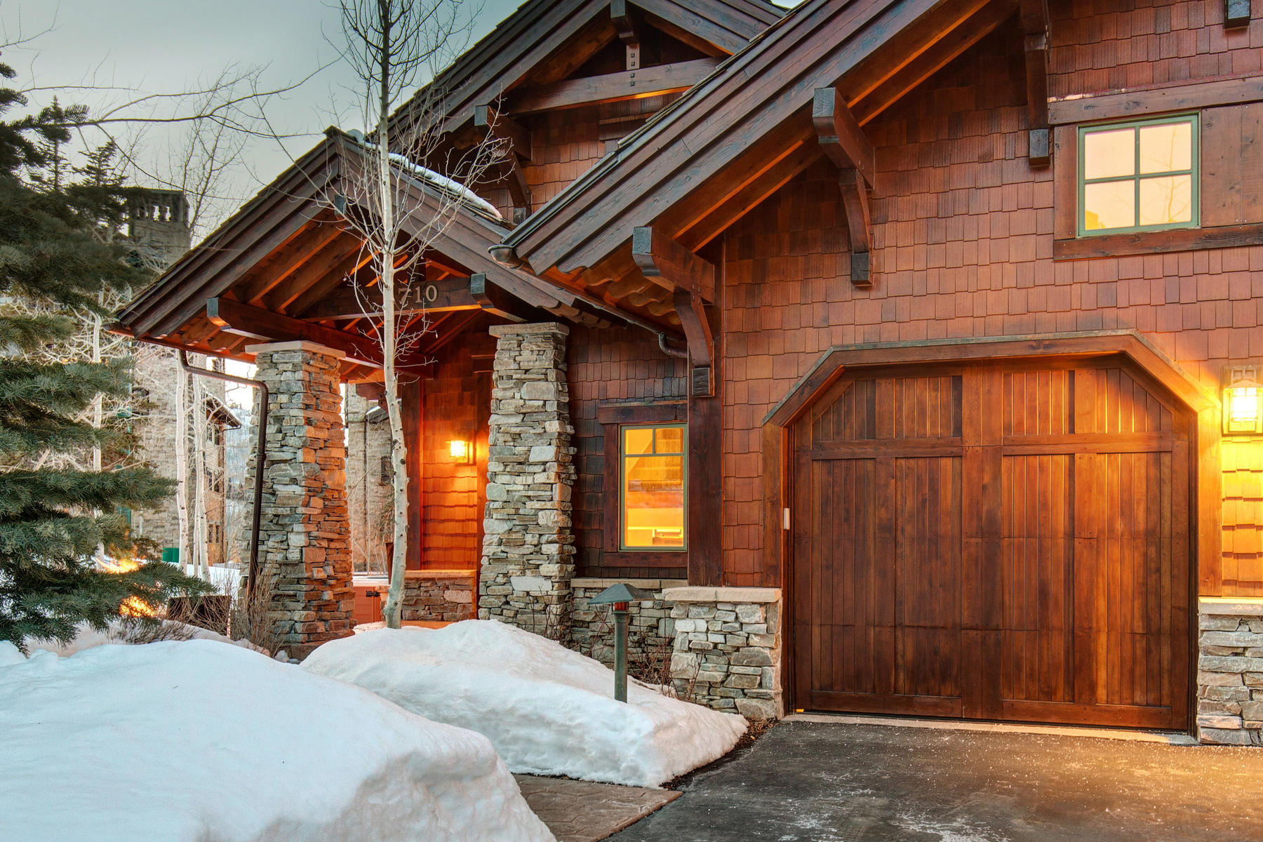 Additional photo for property listing at Sophisticated Townhome On Silver Buck Ski Trail 8710 Empire Club Dr #1 Park City, Utah 84060 United States