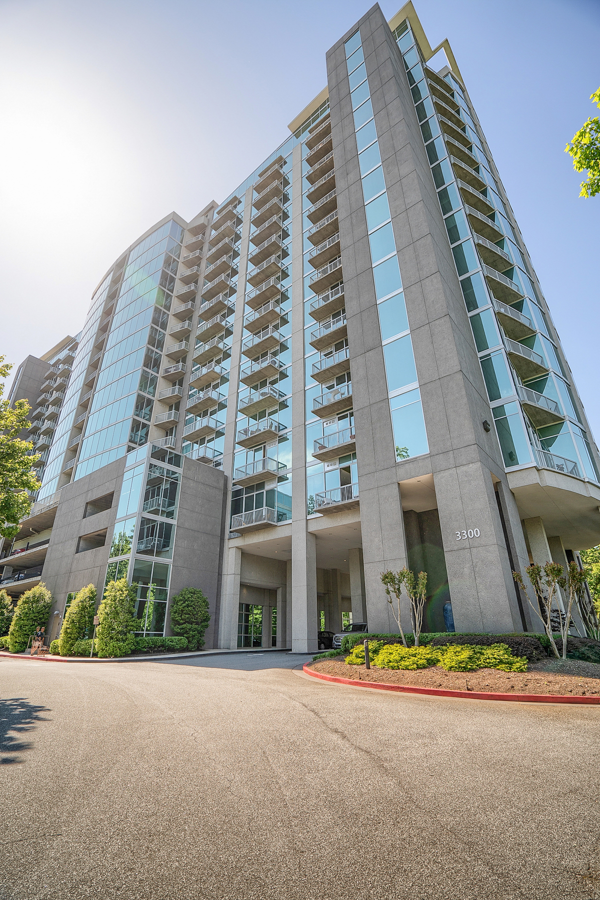 Condominium for Sale at Sought After One Bedroom Unit In Horizon With Private Balcony 3300 Windy Ridge Pkwy 604 Atlanta, Georgia 30339 United States