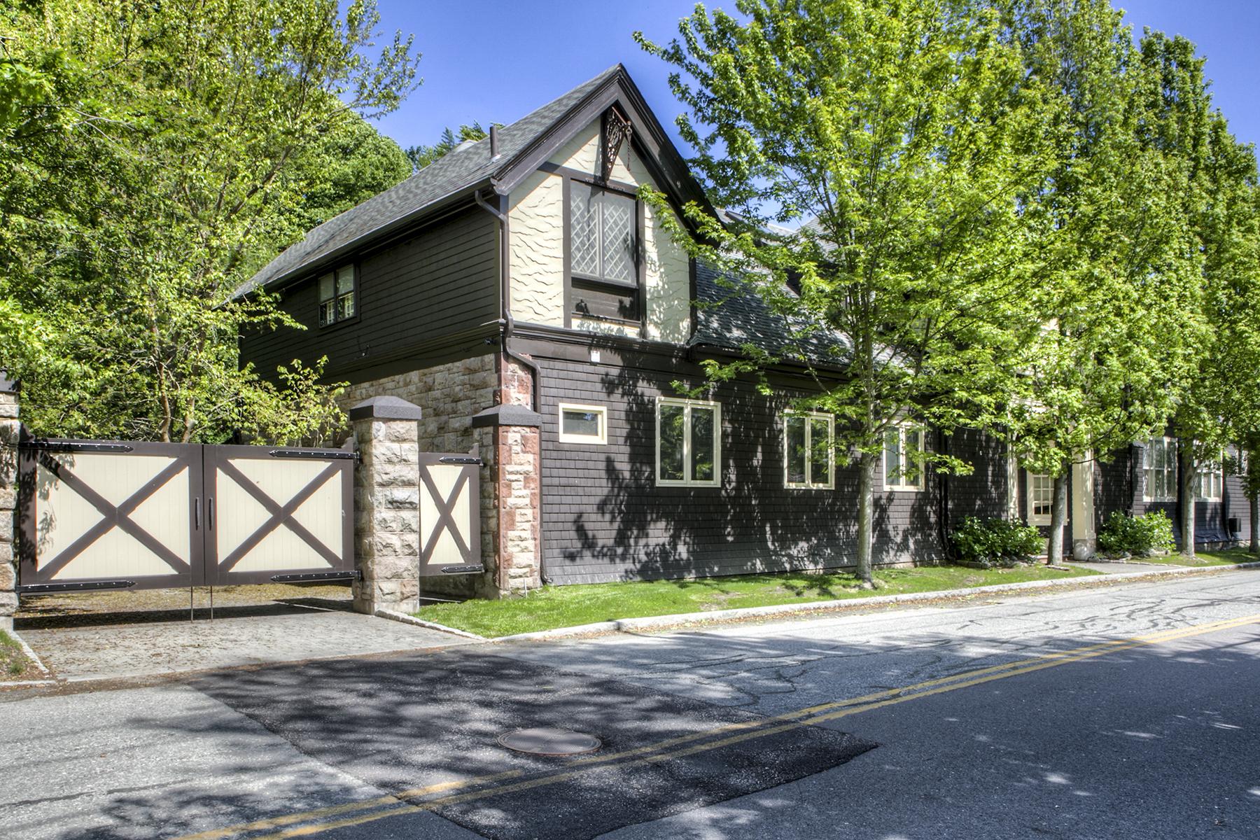 共管式独立产权公寓 为 销售 在 Chetwode Carriage House 78 Coggeshall Avenue Units 2 & 4 纽波特, 罗得岛, 02840 美国