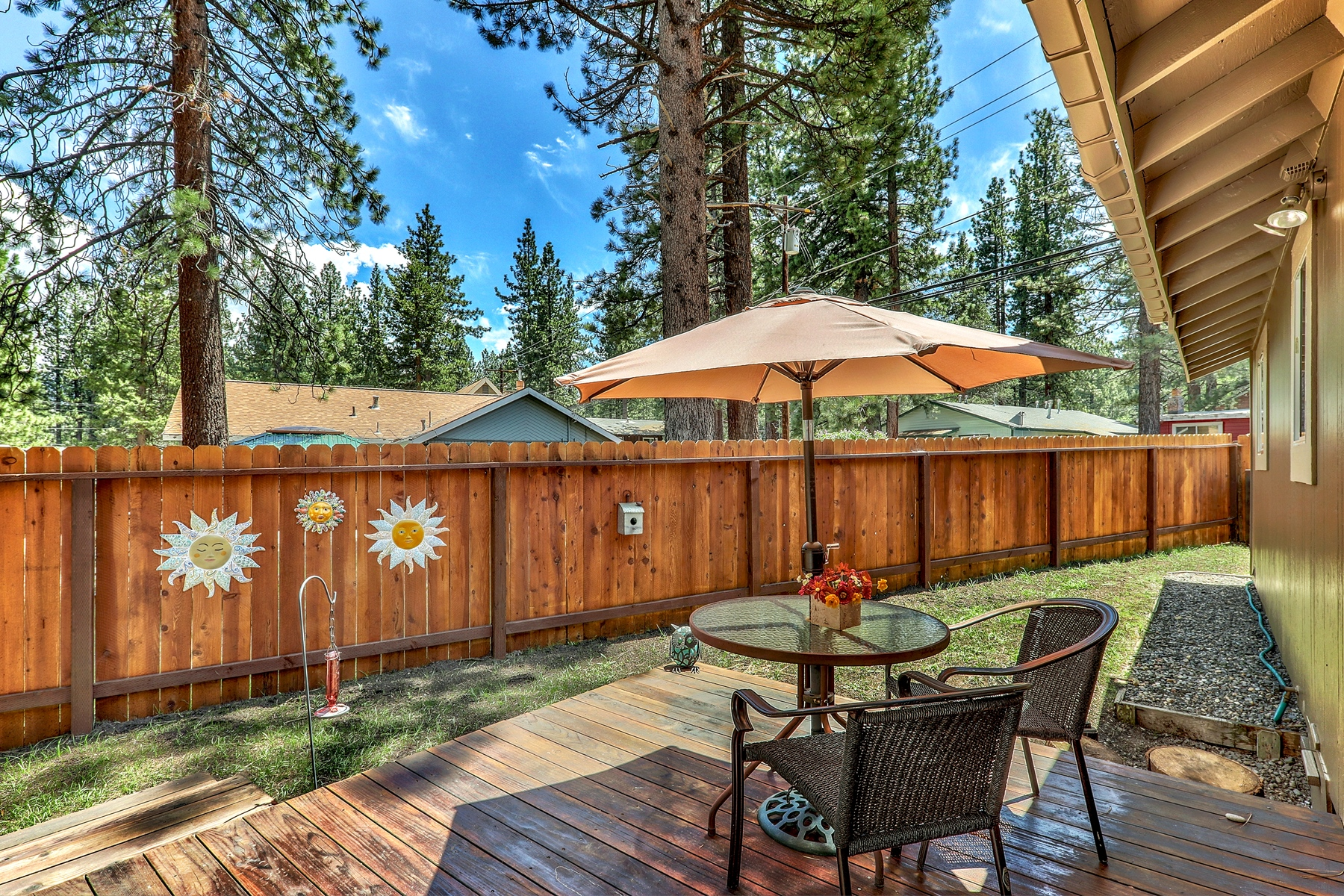 Additional photo for property listing at 2674 Rose Ave, South Lake Tahoe, CA 96150 2674 Rose Avenue South Lake Tahoe, California 96150 United States