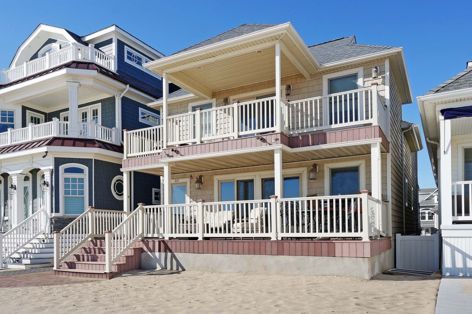 Moradia Multi-familiar para Venda às Charming Beachfront Compound 269 BF & 270 1st, Manasquan, Nova Jersey, 08736 Estados Unidos