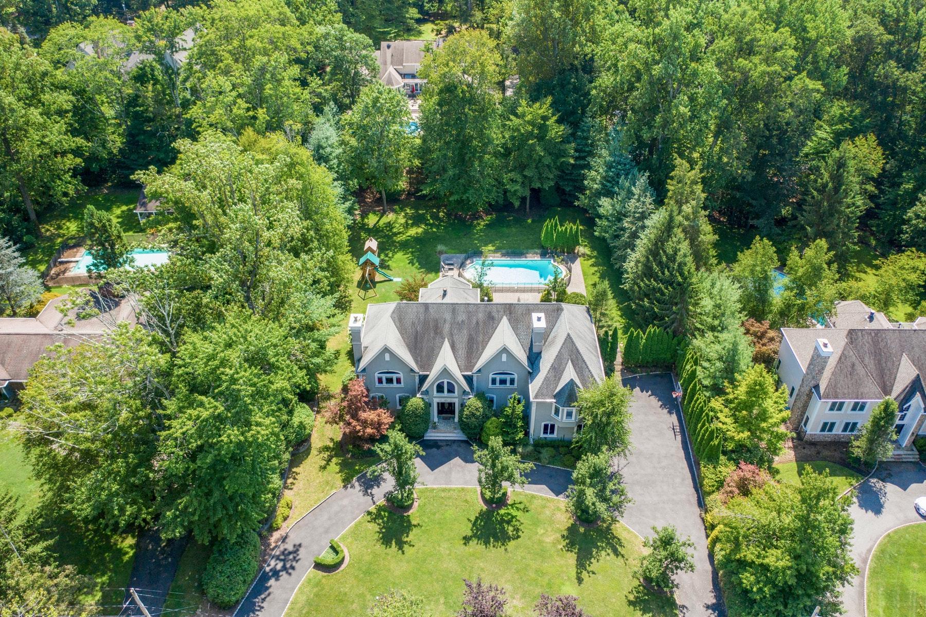 Single Family Homes por un Venta en Custom Colonial Home 44 Hampshire Hill Road Upper Saddle River, Nueva Jersey 07458 Estados Unidos