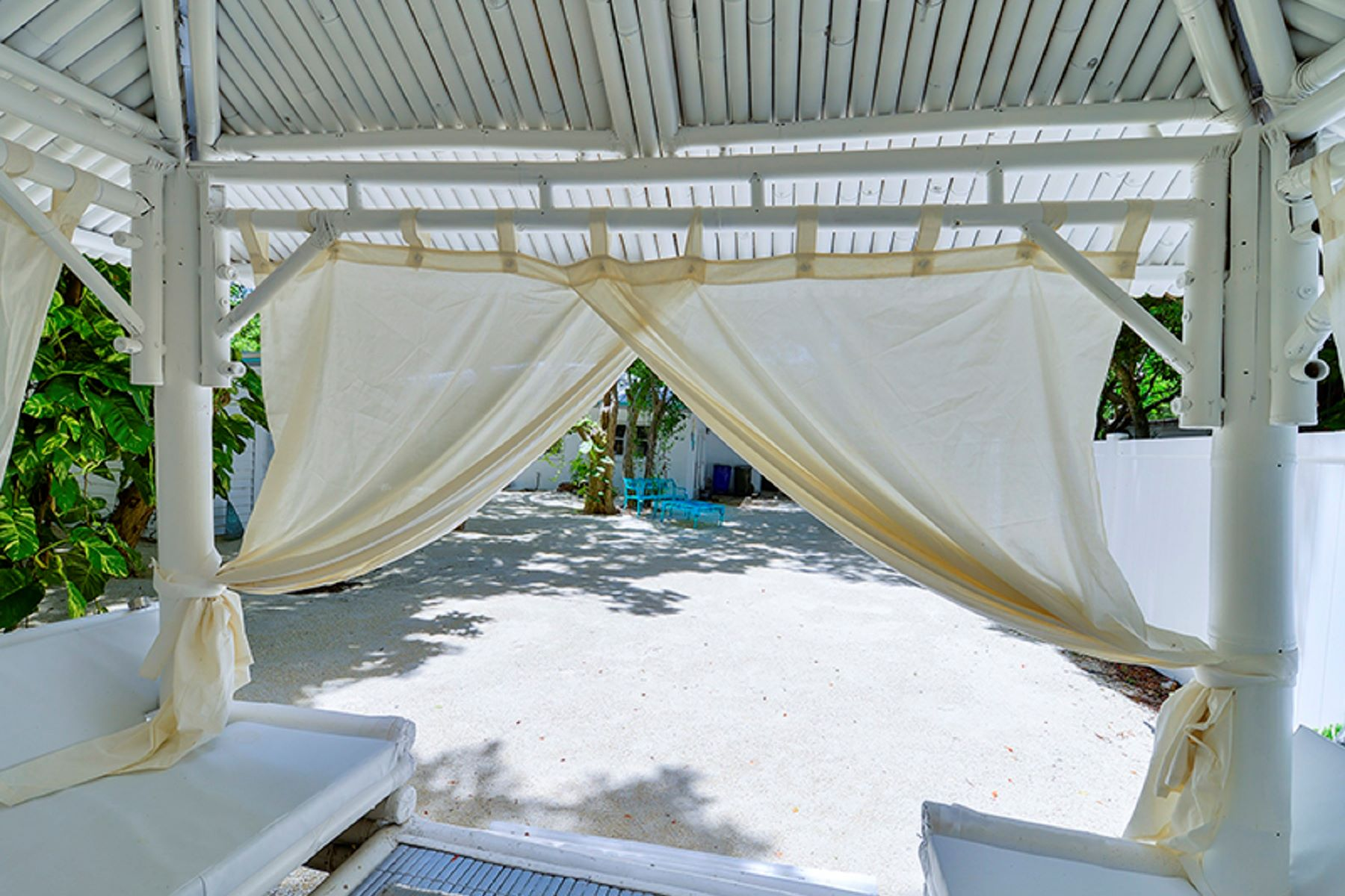 Single Family Home for Sale at Desirable Cottage 200 Thompsonville Road Florida Keys, Islamorada, Florida, 33070 United States