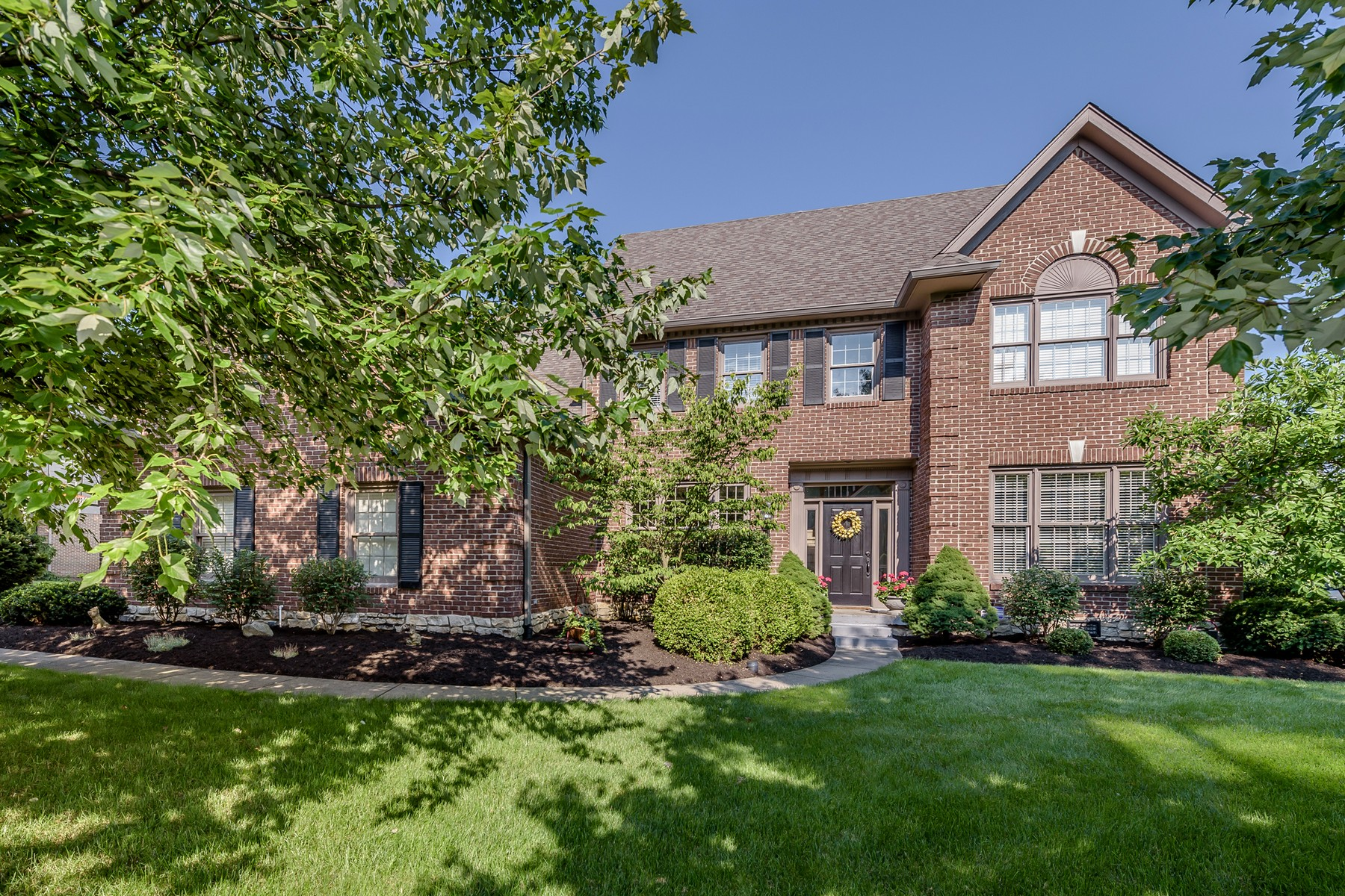 Single Family Homes للـ Sale في Brilliant 2-Story River Ridge 6944 Riverside Way, Fishers, Indiana 46038 United States