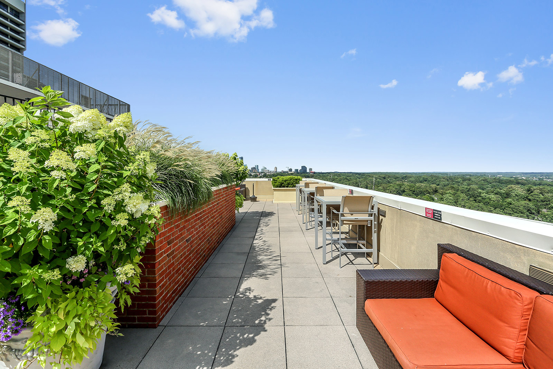 Additional photo for property listing at Downtown Views From Buckhead High Rise 2626 Peachtree Road NW Unit 1403 Atlanta, Georgia 30305 United States