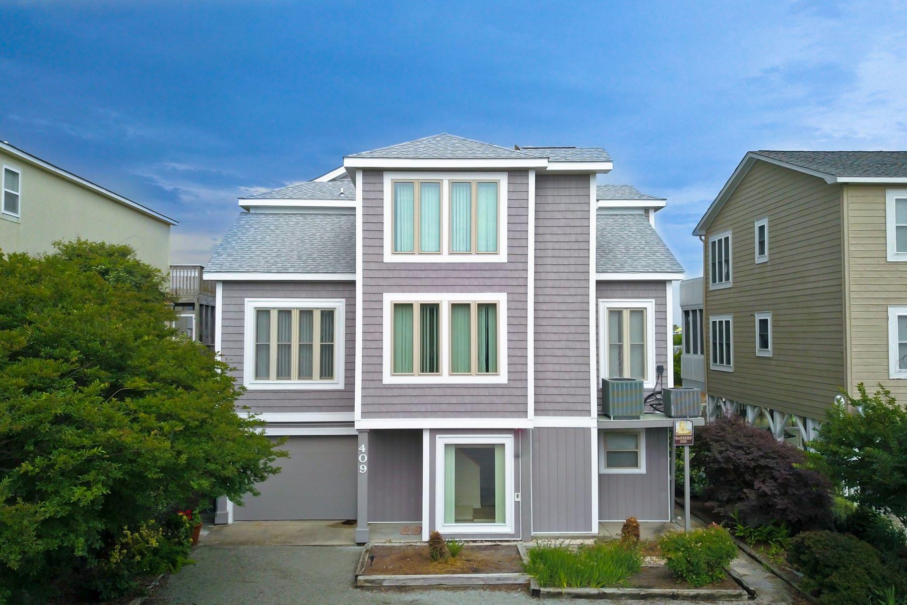Single Family Homes για την Πώληση στο Peaceful and Inviting Canal Front Home 409 Dolphin Street, Sunset Beach, Βορεια Καρολινα 28468 Ηνωμένες Πολιτείες
