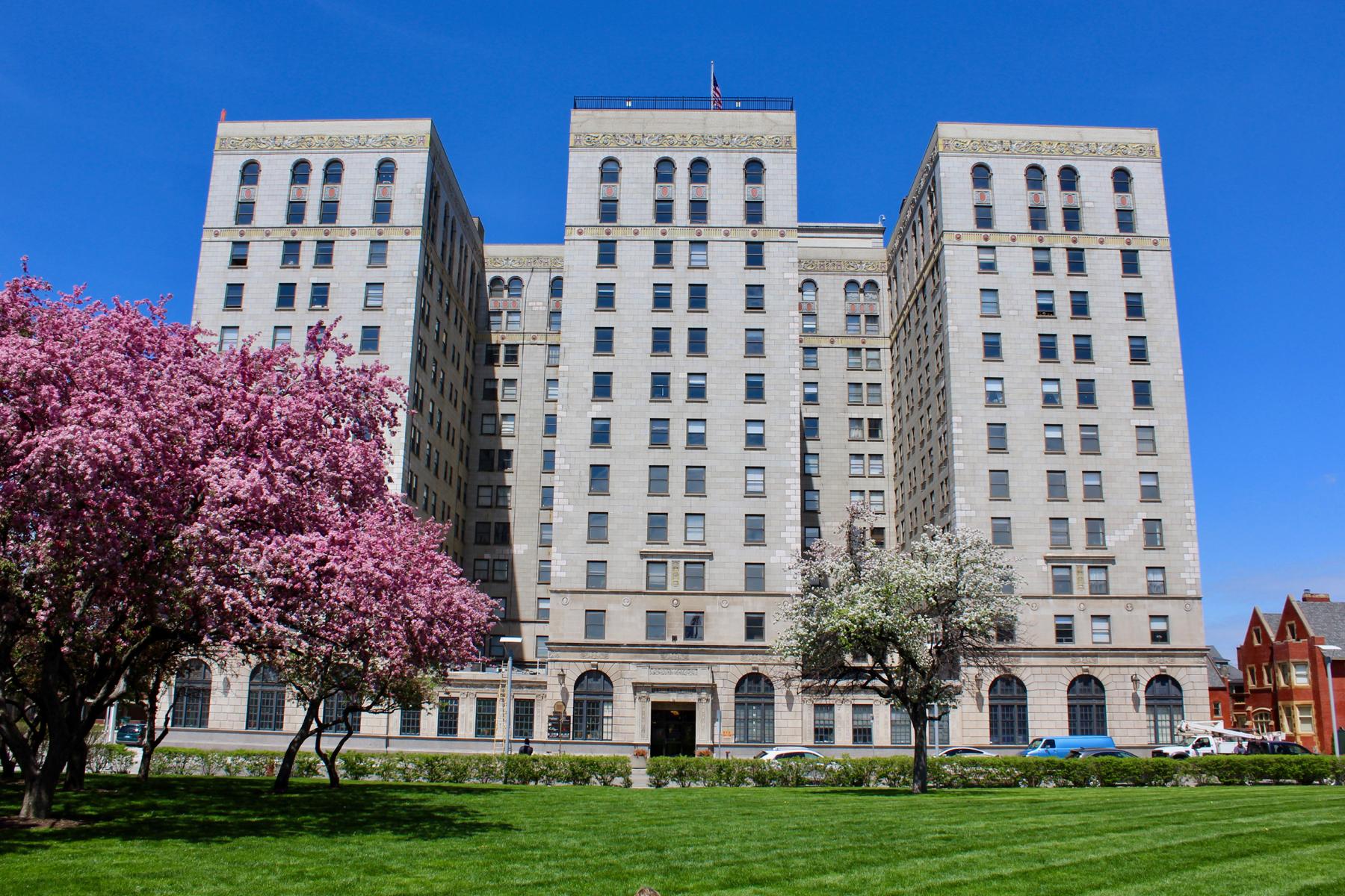 Piso por un Venta en Detroit 15 Kirby Unit #221 Detroit, Michigan 48202 Estados Unidos