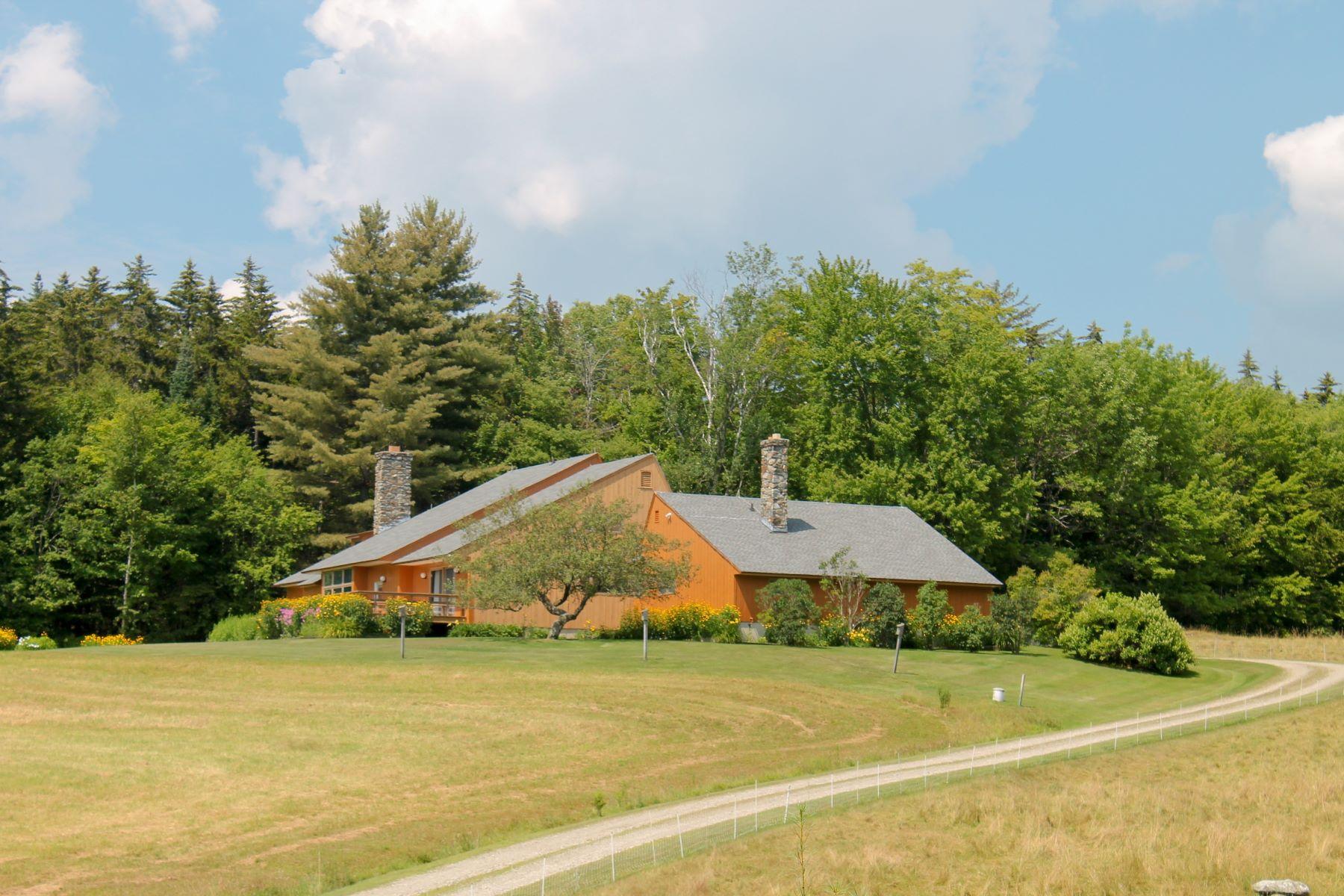 واحد منزل الأسرة للـ Sale في Contemporary Home on 168.9 Acres 1865 Brook, Rochester, Vermont, 05767 United States
