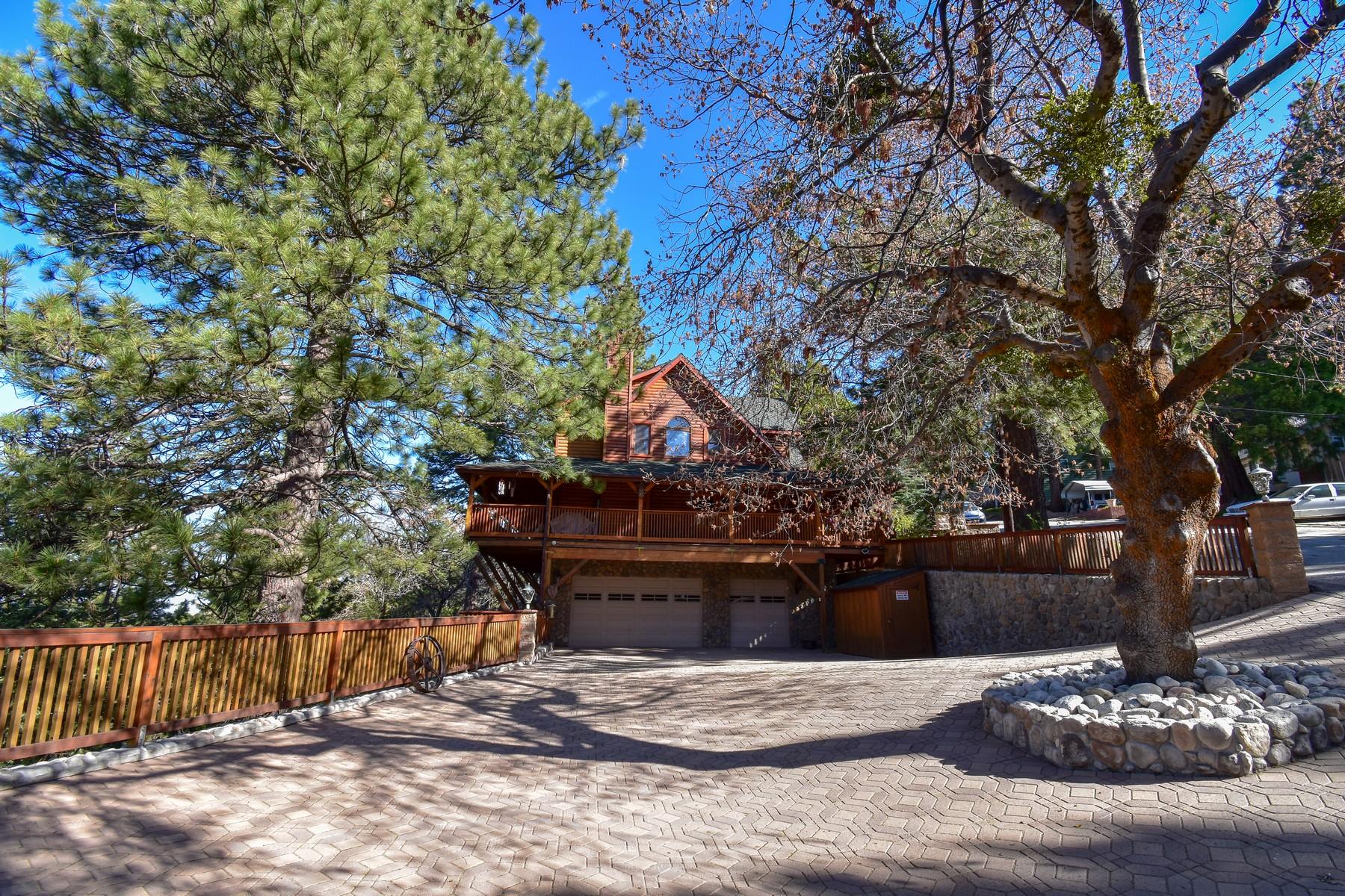 Single Family Homes pour l Vente à 1744 Nob Hill Drive, Running Springs, California 92382 Running Springs, Californie 92382 États-Unis