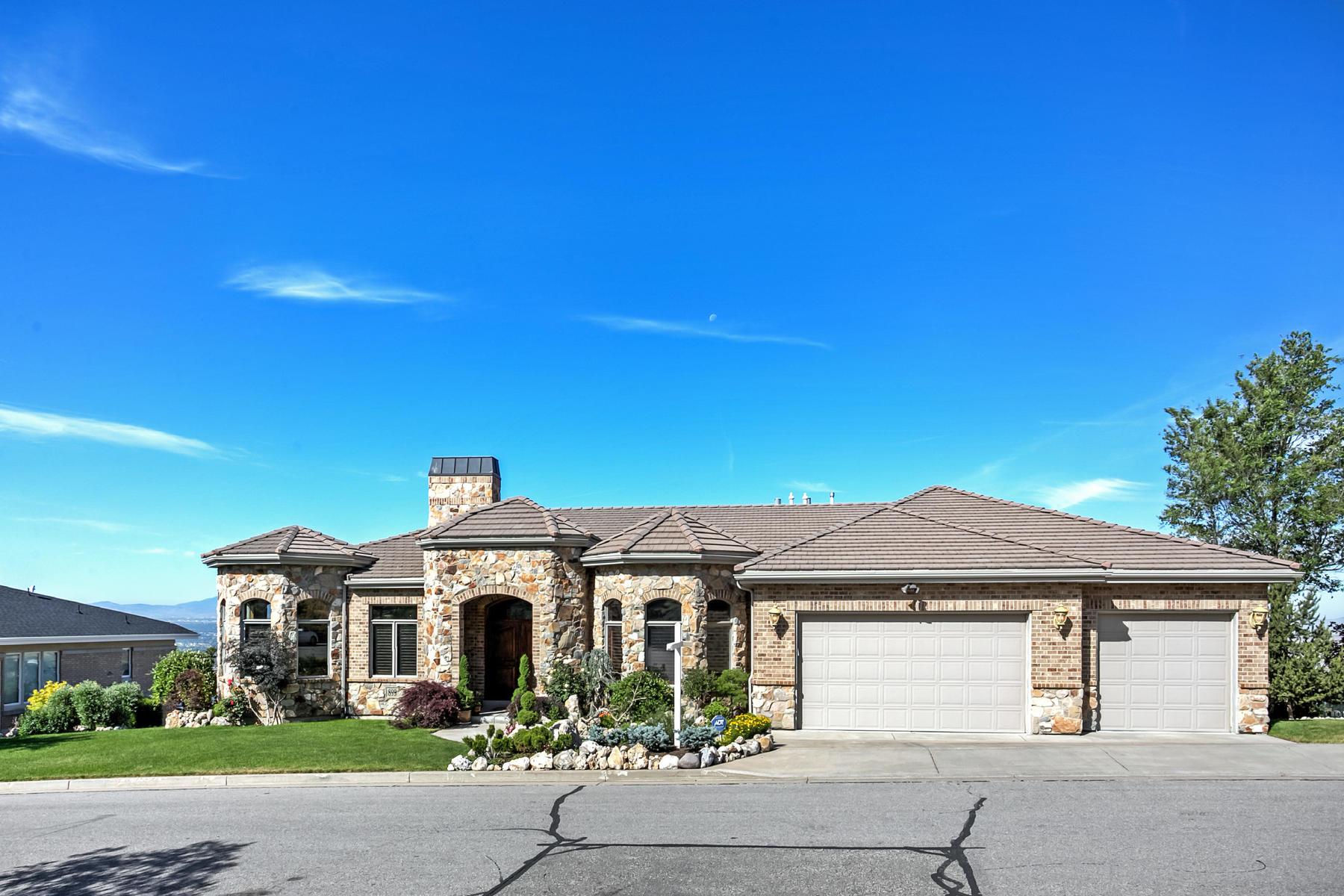 Villa per Vendita alle ore Custom Designed Home with Sweeping Views 899 N Sandhurst Dr Salt Lake City, Utah, 84103 Stati Uniti