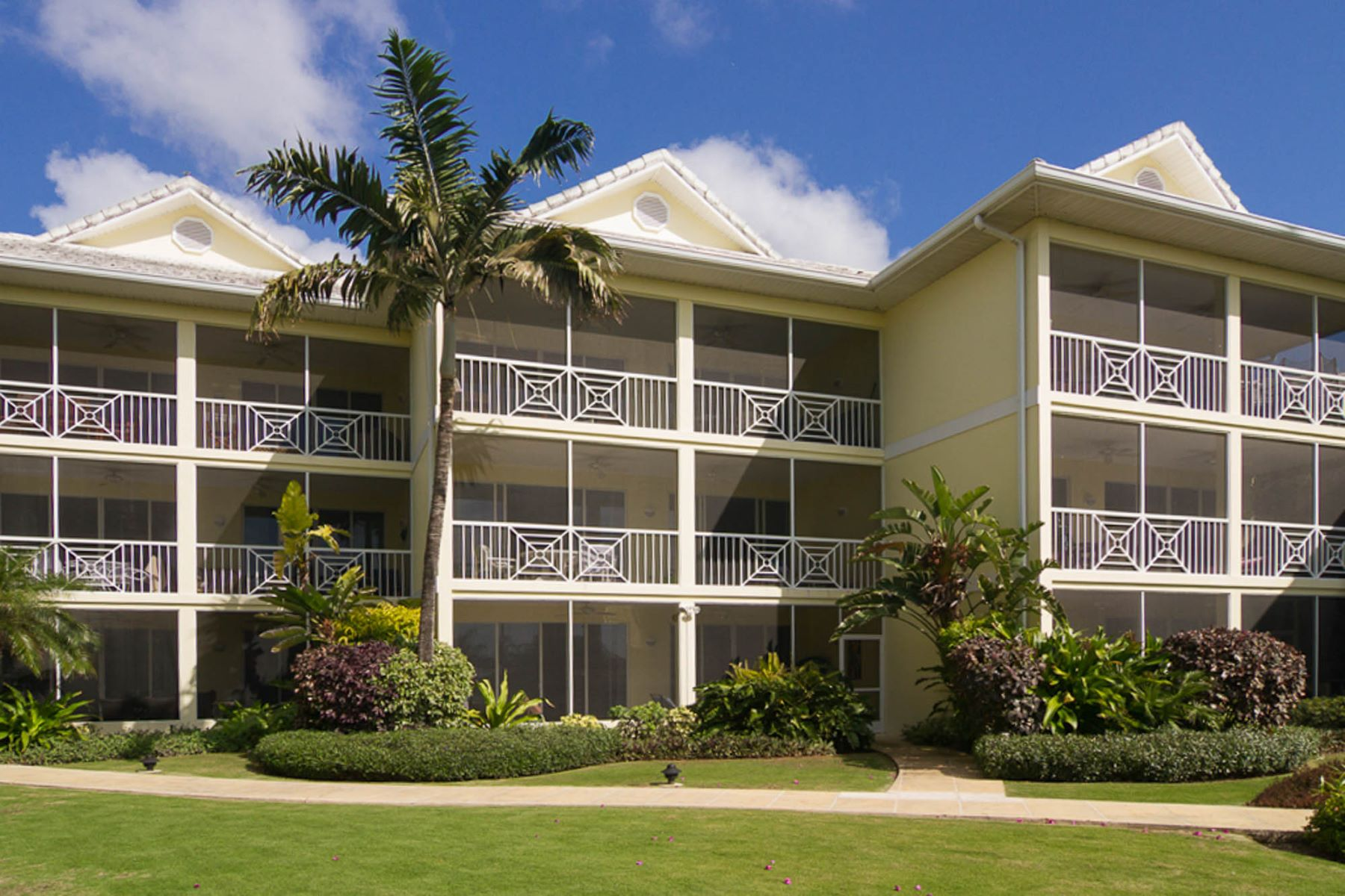 Additional photo for property listing at Crescent Point, Seven Mile Beach Seven Mile Beach,  Cayman Islands