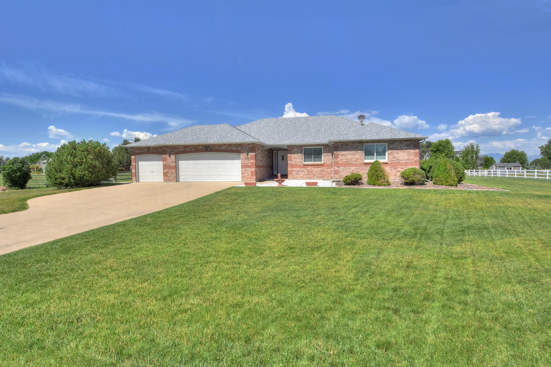 Single Family Homes for Active at Charming and Bright Ranch in Morningside Estates 8017 Sunrise Pl Frederick, Colorado 80516 United States