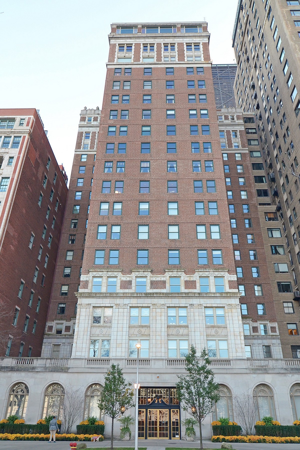 Condominium for Sale at Prime Gold Coast Opportunity! 189 E Lake Shore Drive Unit 8 Chicago, Illinois 60611 United States