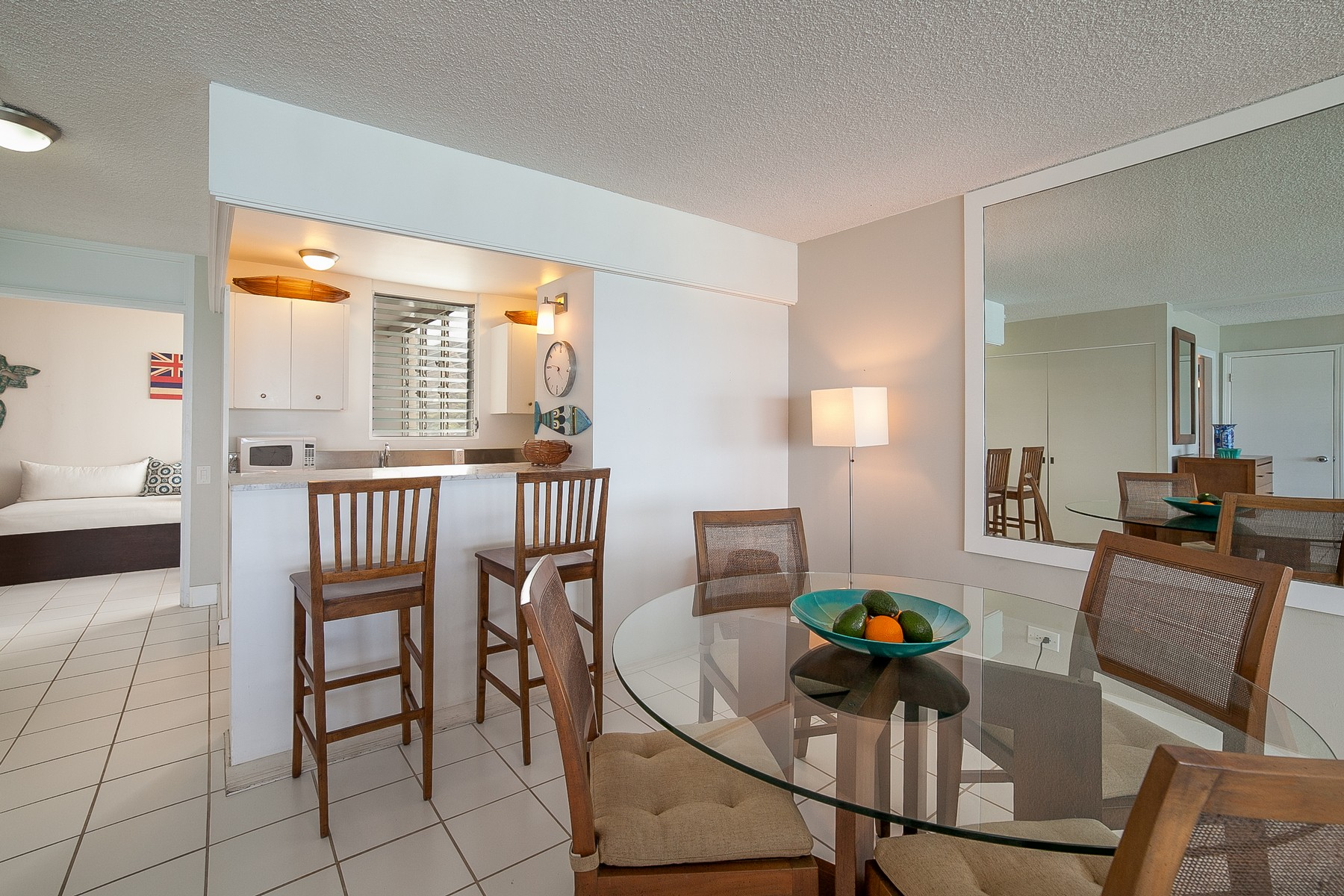 Additional photo for property listing at Gold Coast Living at it's Finest! 2895 Kalakaua Ave #1104 Honolulu, Hawaii 96815 United States