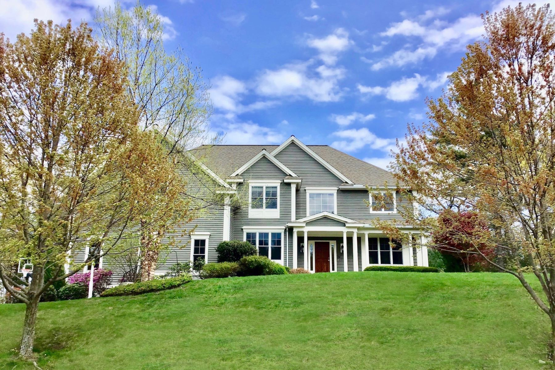Single Family Home for Active at 28 Overlook Drive, Bedford 28 Overlook Dr Bedford, Massachusetts 01730 United States