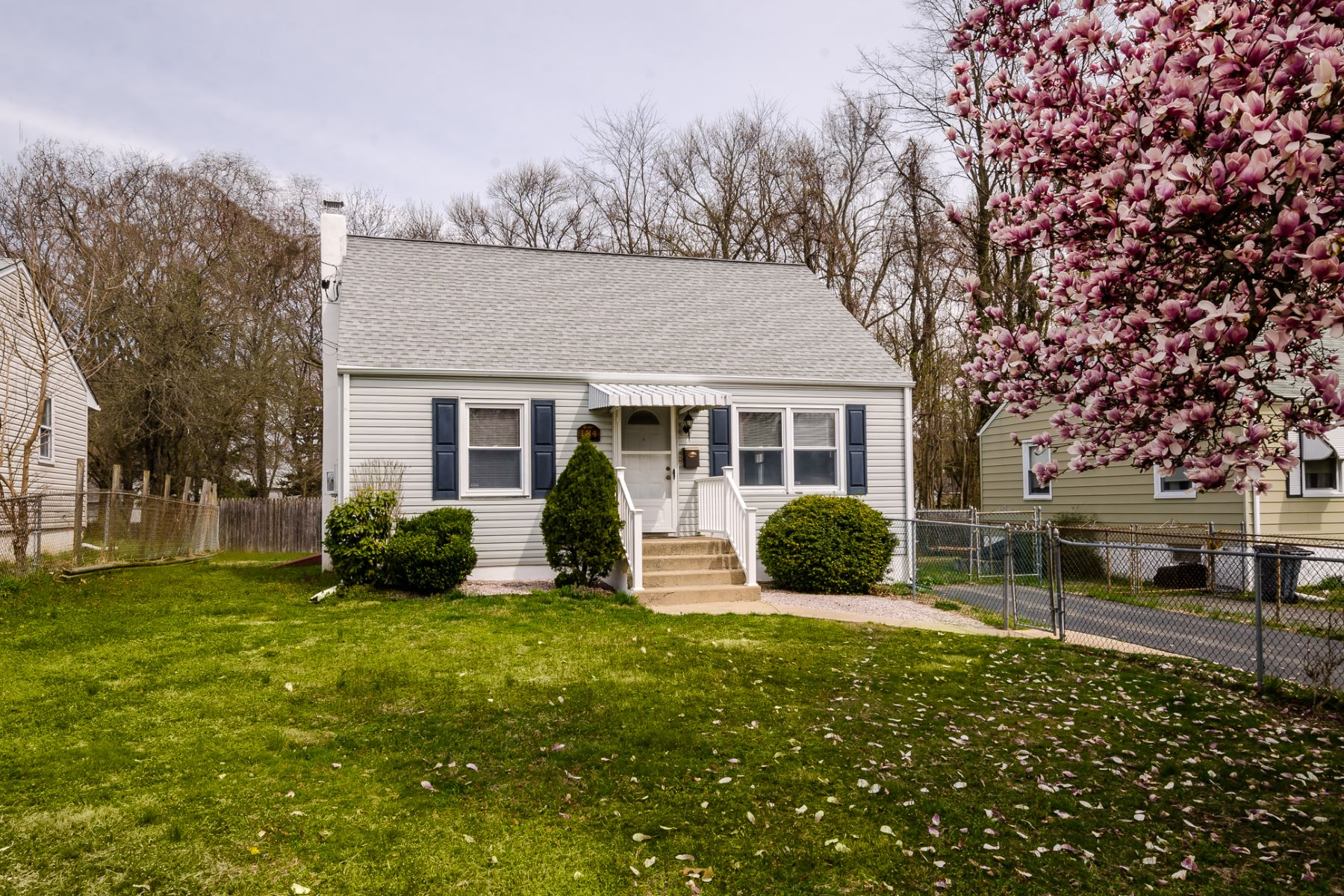 Single Family Homes 용 매매 에 Adorable Cottage in Steinert School District 134 Hauser Avenue, Hamilton, 뉴저지 08620 미국