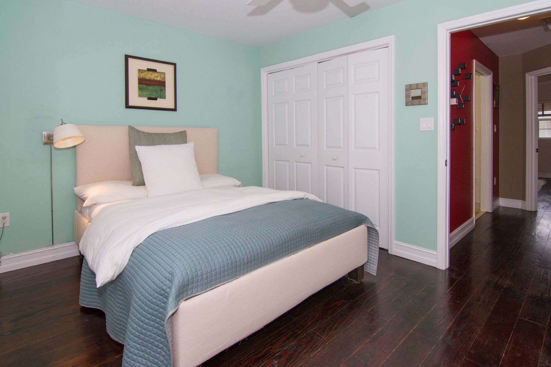 Additional photo for property listing at Coco Walk #5 South Sound,  Cayman Islands