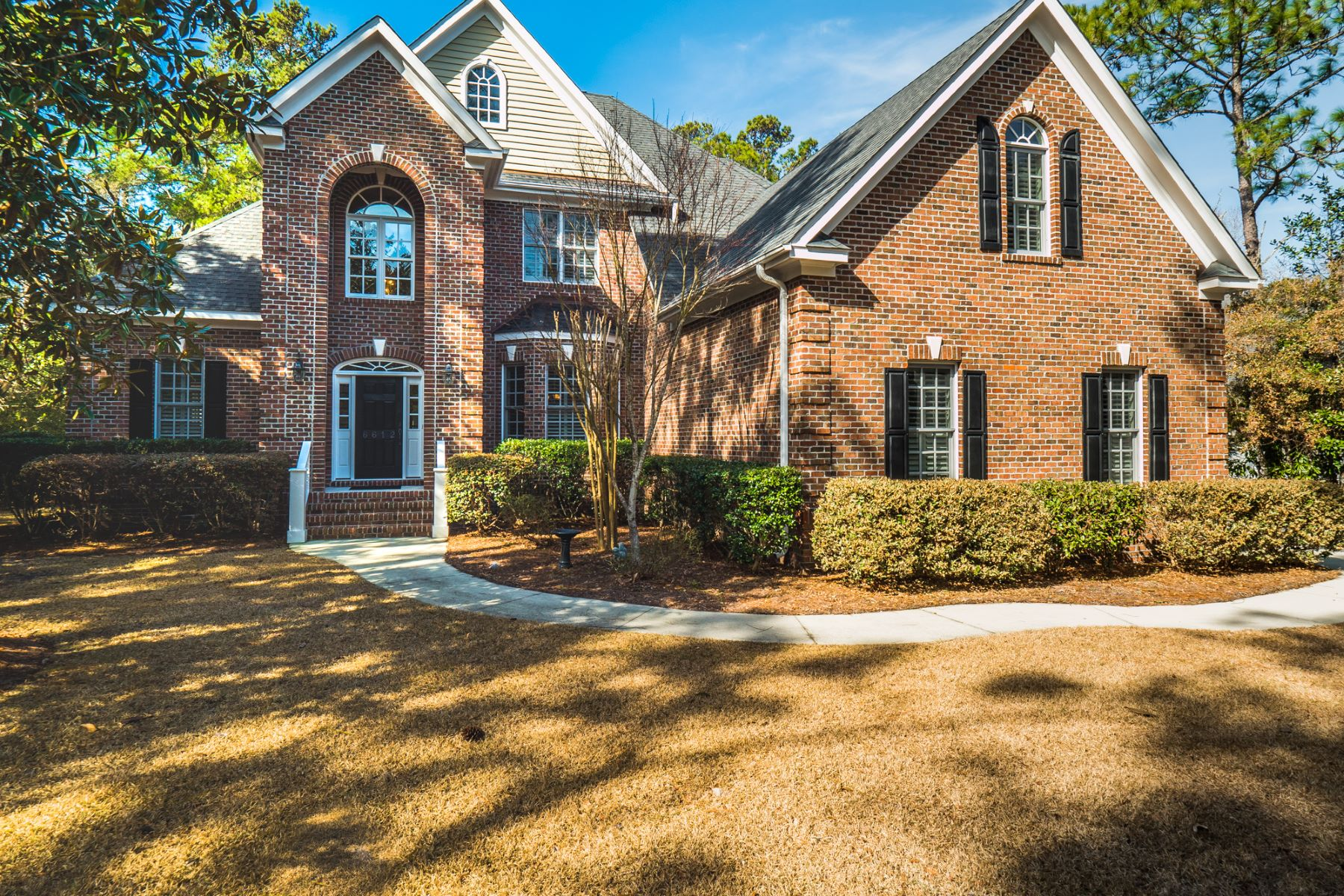 Single Family Home for Sale at Spacious Sophisticated Executive Home 6612 Cove Point Drive, Wilmington, North Carolina, 28409 United States