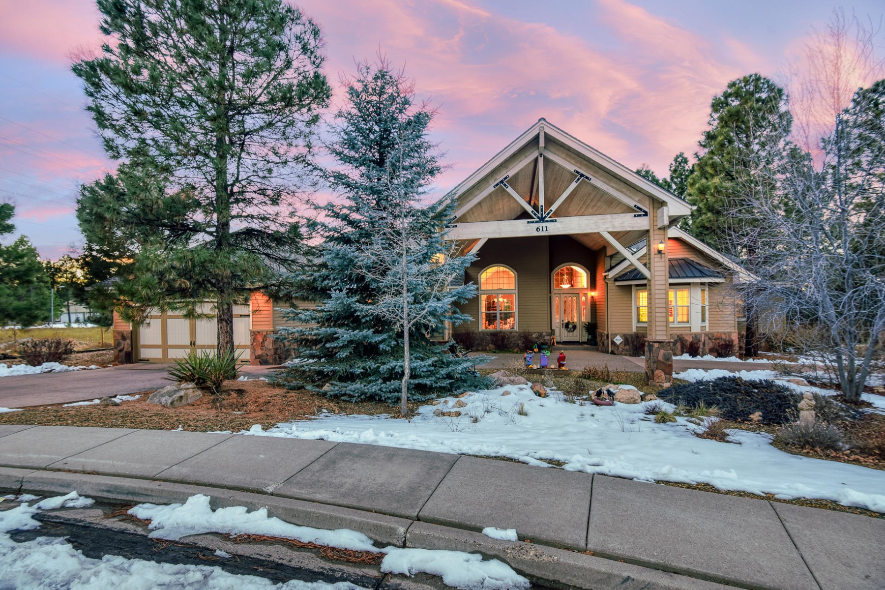 single family homes for Active at Beautiful Single Level Home 611 N Lone Oak Way Flagstaff, Arizona 86004 United States