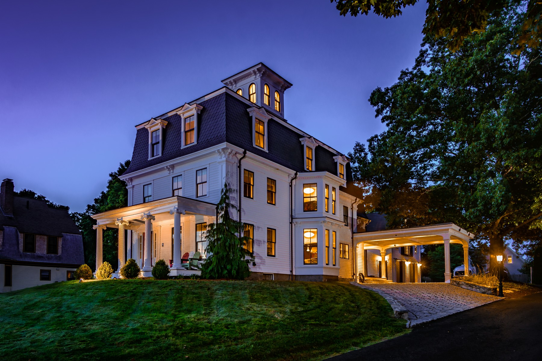 Single Family Homes pour l Vente à A Masterpiece. Captivating Italianate Smart Home 43 Church Street Westborough, Massachusetts 01581 États-Unis