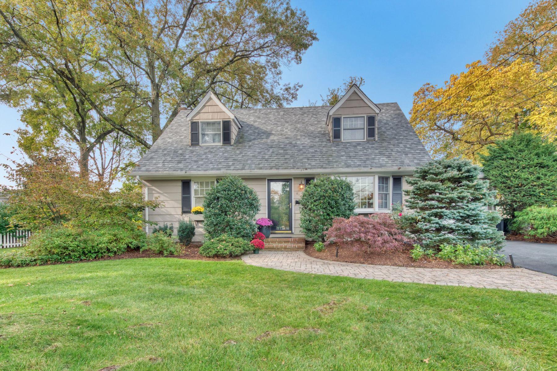 Single Family Homes por un Venta en Special Ridgewood Home! 618 Fox Court Ridgewood, Nueva Jersey 07450 Estados Unidos