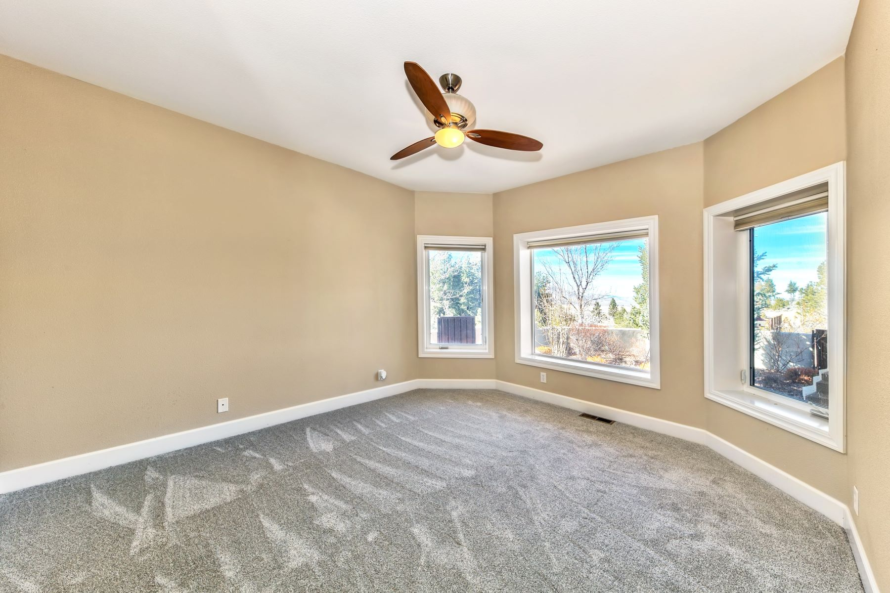 Additional photo for property listing at 14700 Sto Lat Lane, Reno, NV 89506 14700 Sto Lat Lane Reno, Nevada 89506 United States