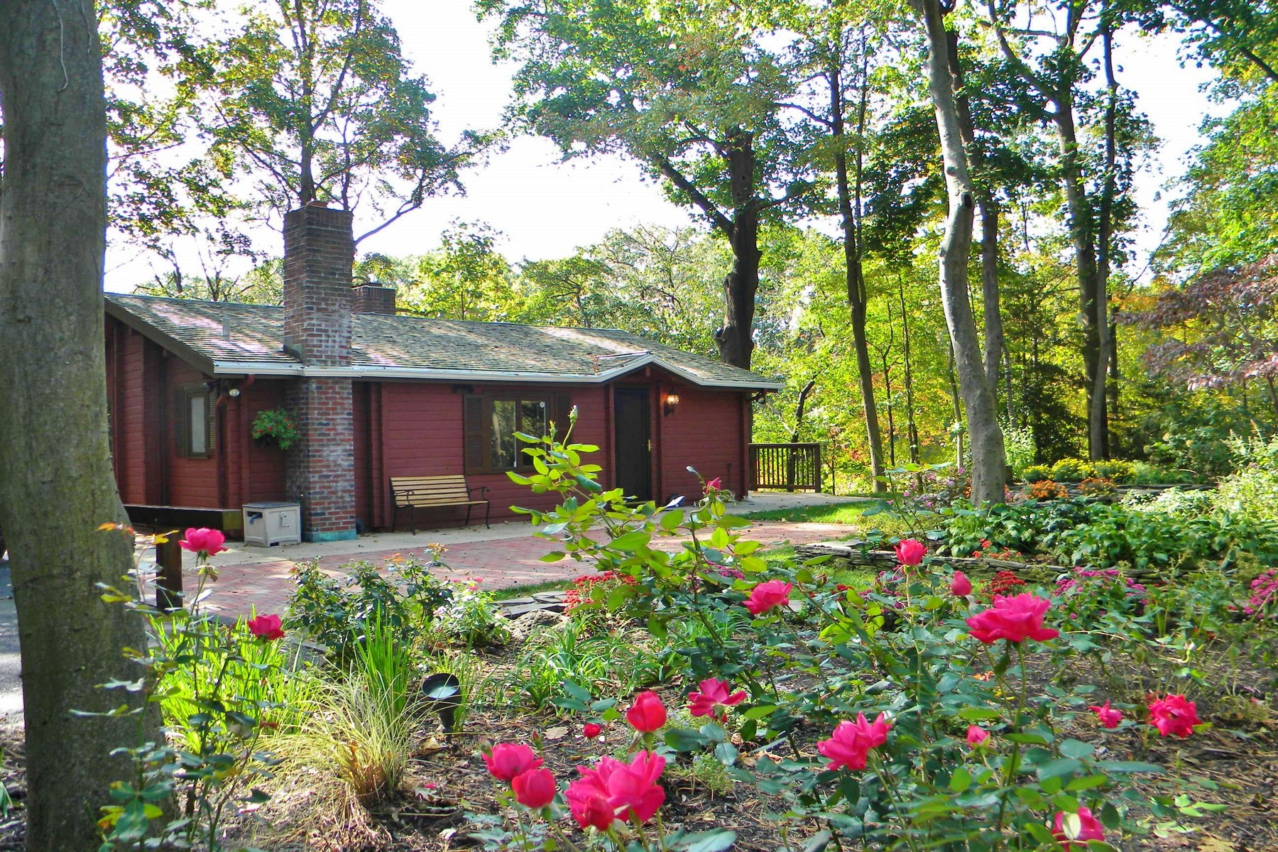 Maison unifamiliale pour l à louer à Unique Show Stopping Log Cabin Style Carriage House 24-A Blossom Cove Rd A Red Bank, New Jersey 07701 États-Unis