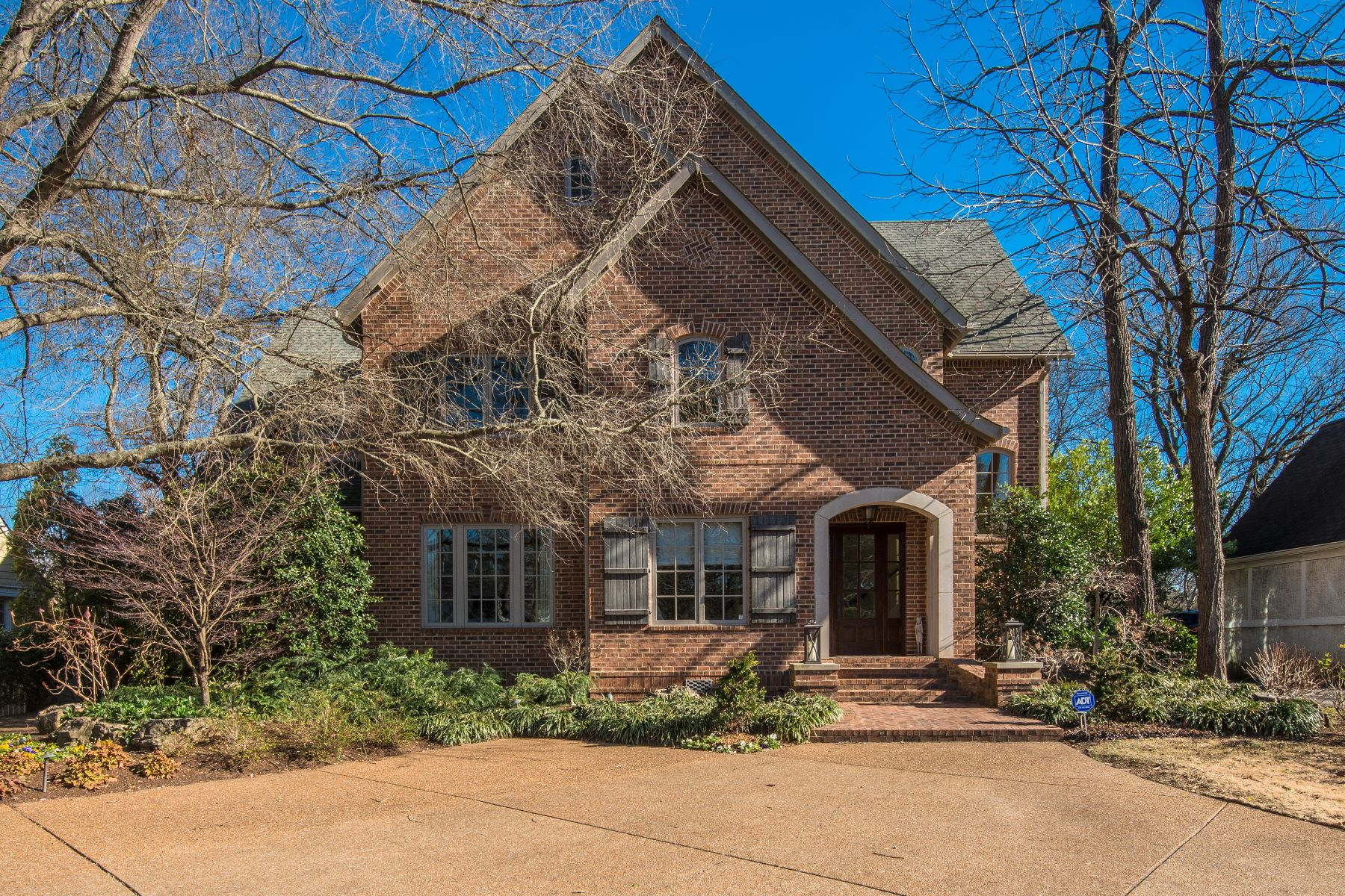 Single Family Home for Sale at Elegant and Charming Home in Upscale Green Hills/West End Area 904 Estes Road Nashville, Tennessee 37215 United States