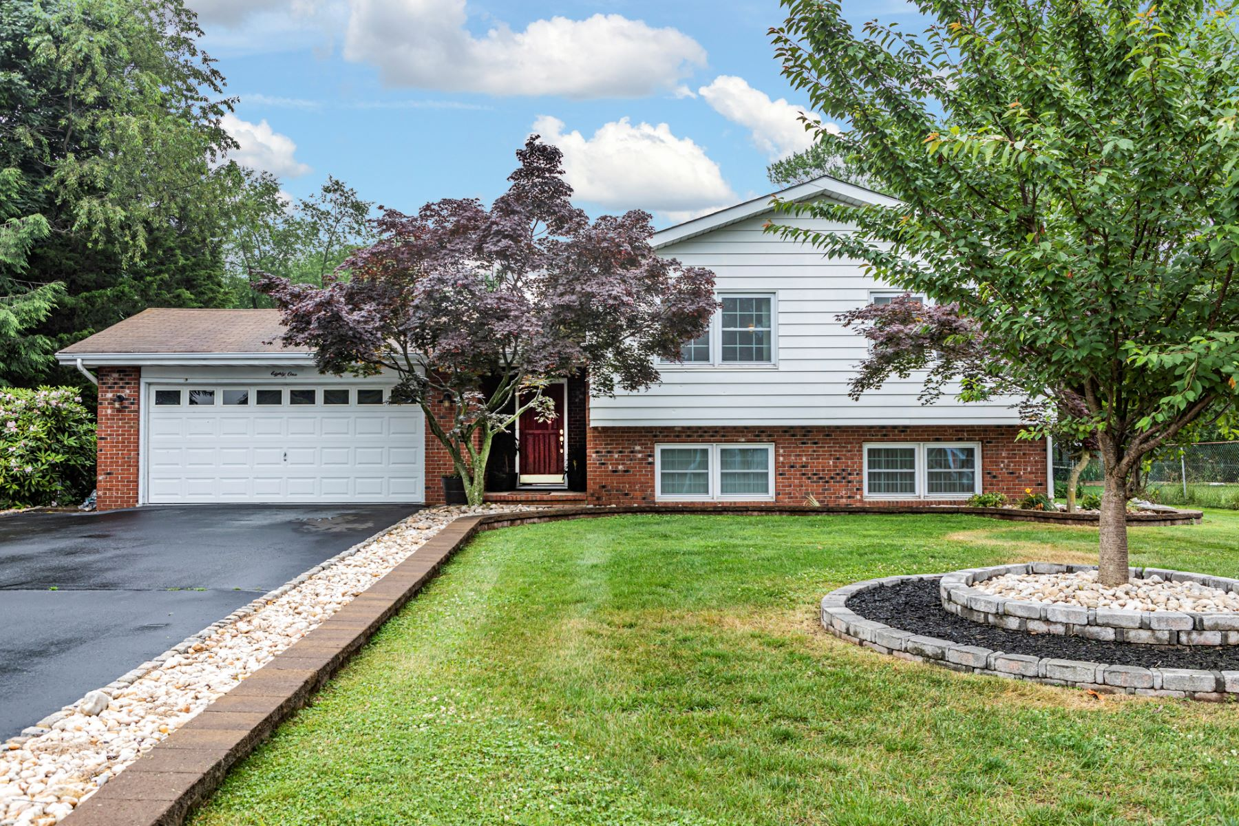 Single Family Homes for Rent at Centrally Located Six Bedroom Home for Rent 81 Central Avenue, Franklin Park, New Jersey 08823 United States