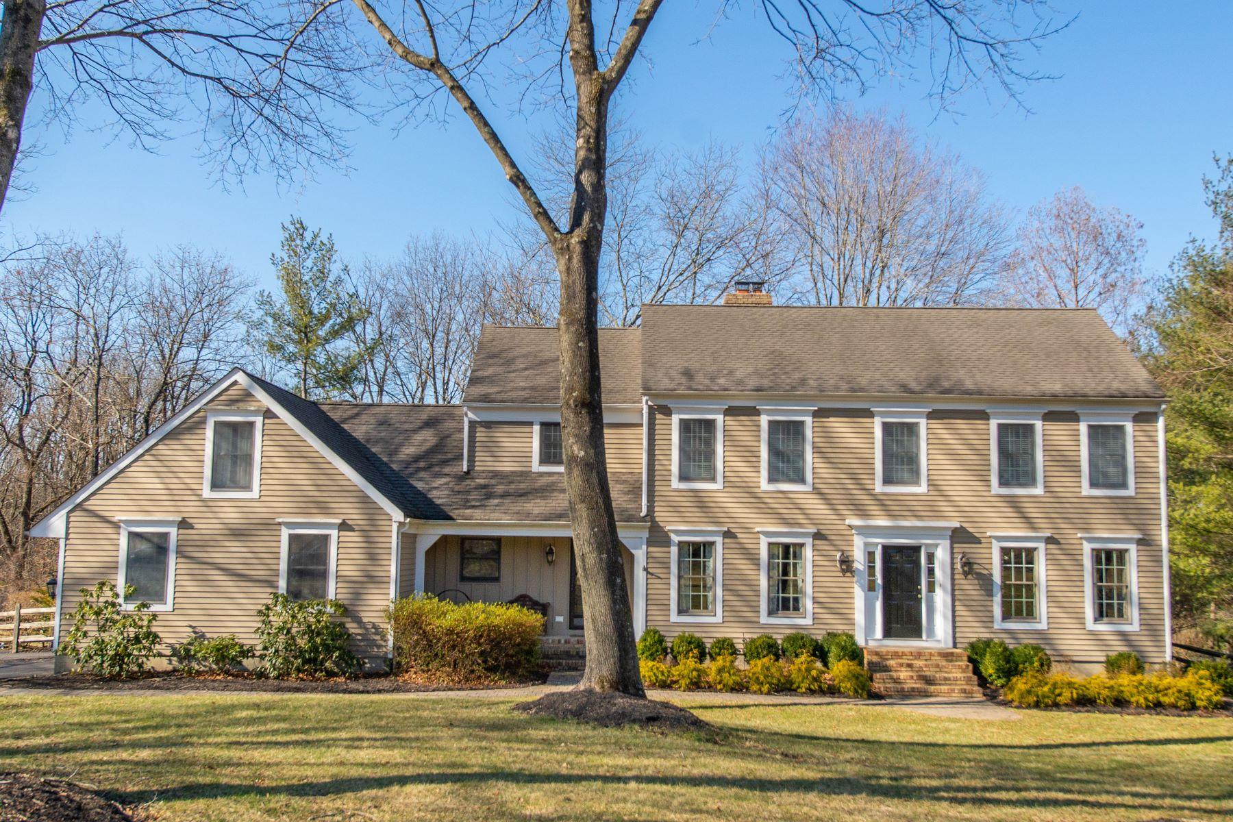 Single Family Homes por un Venta en Beautiful Center Hall Colonial 11 Pheasant Run Gladstone, Nueva Jersey 07934 Estados Unidos