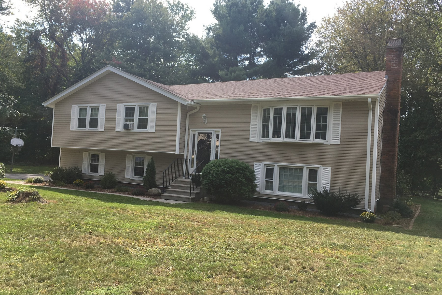 Single Family Home for Rent at Cozy Split Level 30 Overlook Drive Westborough, Massachusetts 01581 United States