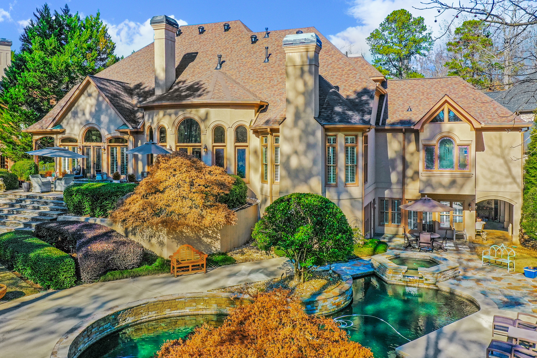 Single Family Homes for Active at Exceptional Hardcoat Stucco On Spectacular Golf Course Lot 3035 Edmonton Green Court Johns Creek, Georgia 30022 United States