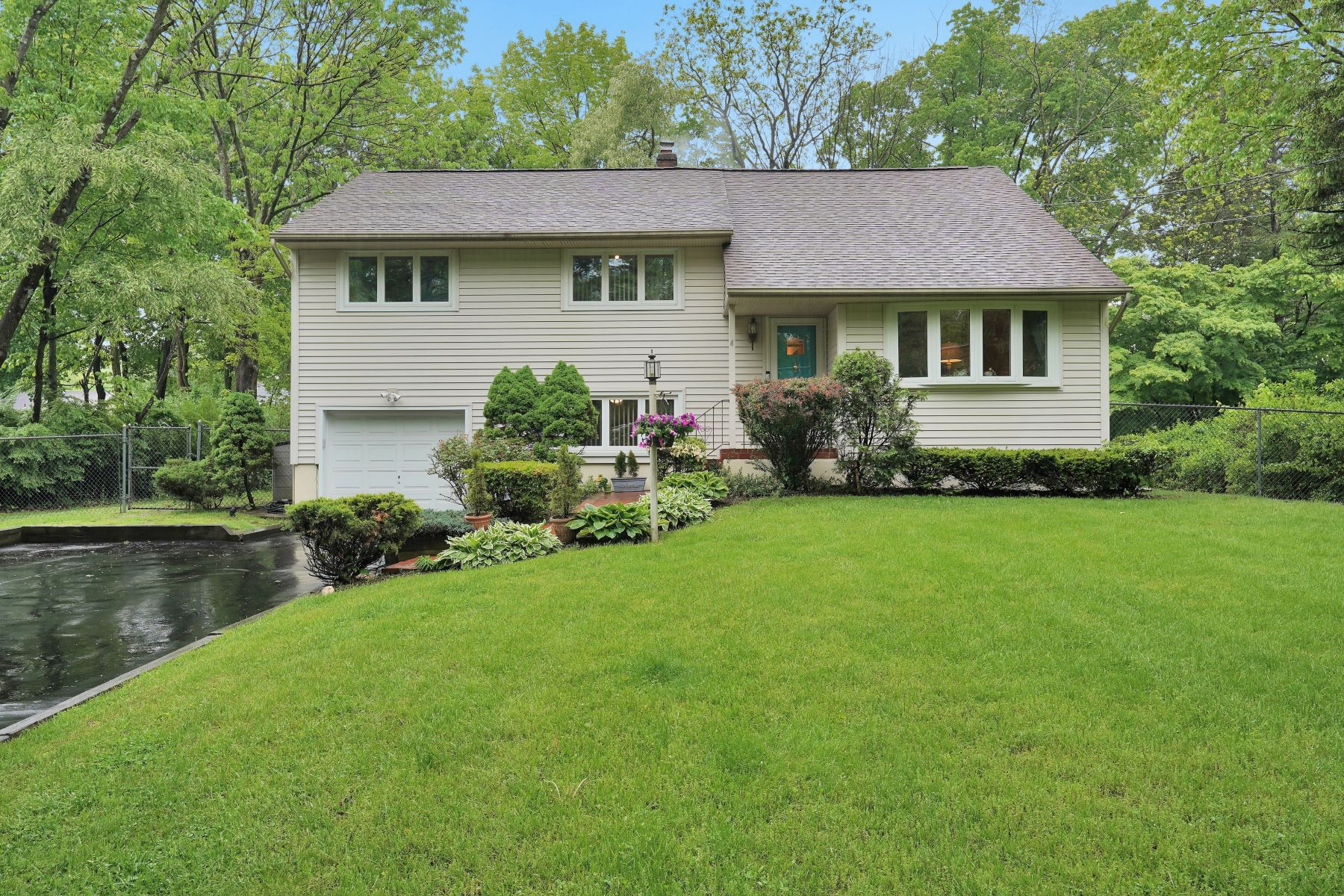 Single Family Homes for Sale at Beautifully Maintained 4 Maxine Drive Morris Township, New Jersey 07960 United States