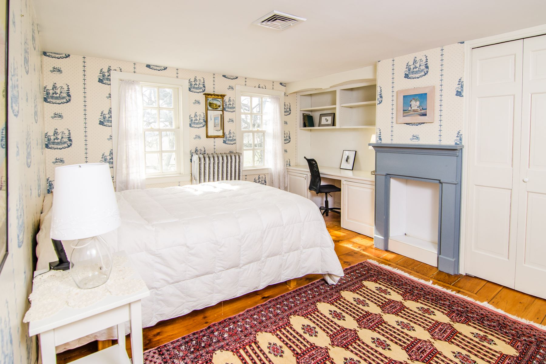Additional photo for property listing at Meticulous Colonial Farmhouse c 1840 168 Plainsboro Road Cranbury, New Jersey 08512 United States