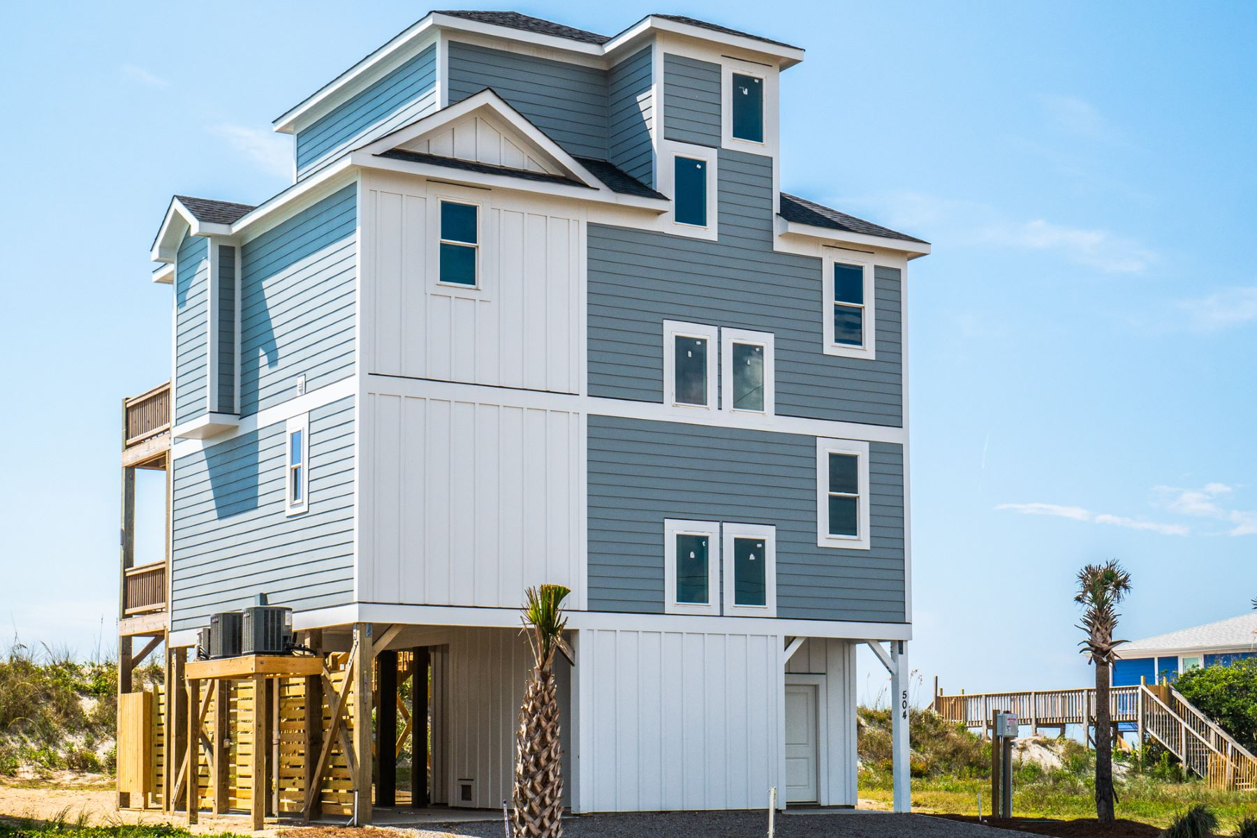 Single Family Homes por un Venta en Spectacular New Oceanfront Home 504 Ocean Dr, N Topsail Beach, Carolina Del Norte 28460 Estados Unidos