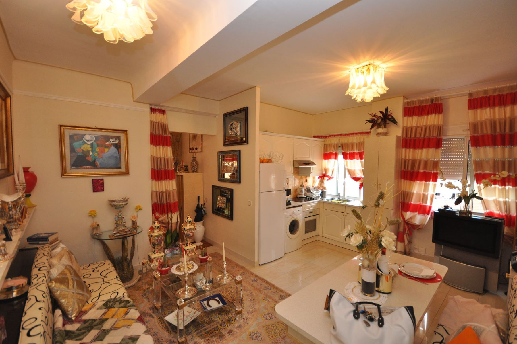 Appartement pour l Vente à Charming flat in a nice residence of the center. Monaco, La Condamine, 98000 Monaco
