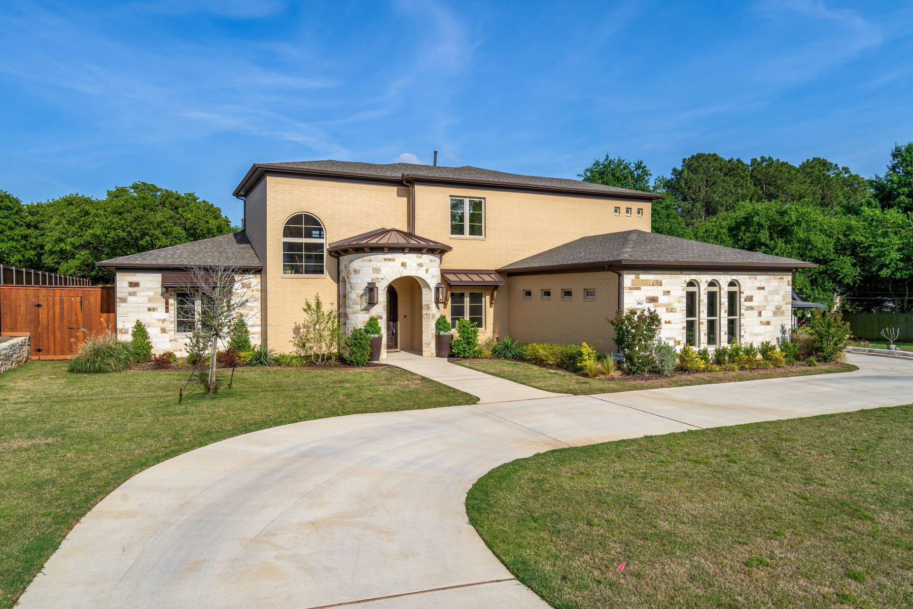 Single Family Homes for Sale at Southlake New Transitional 2903 Sutton Place Southlake, Texas 76092 United States